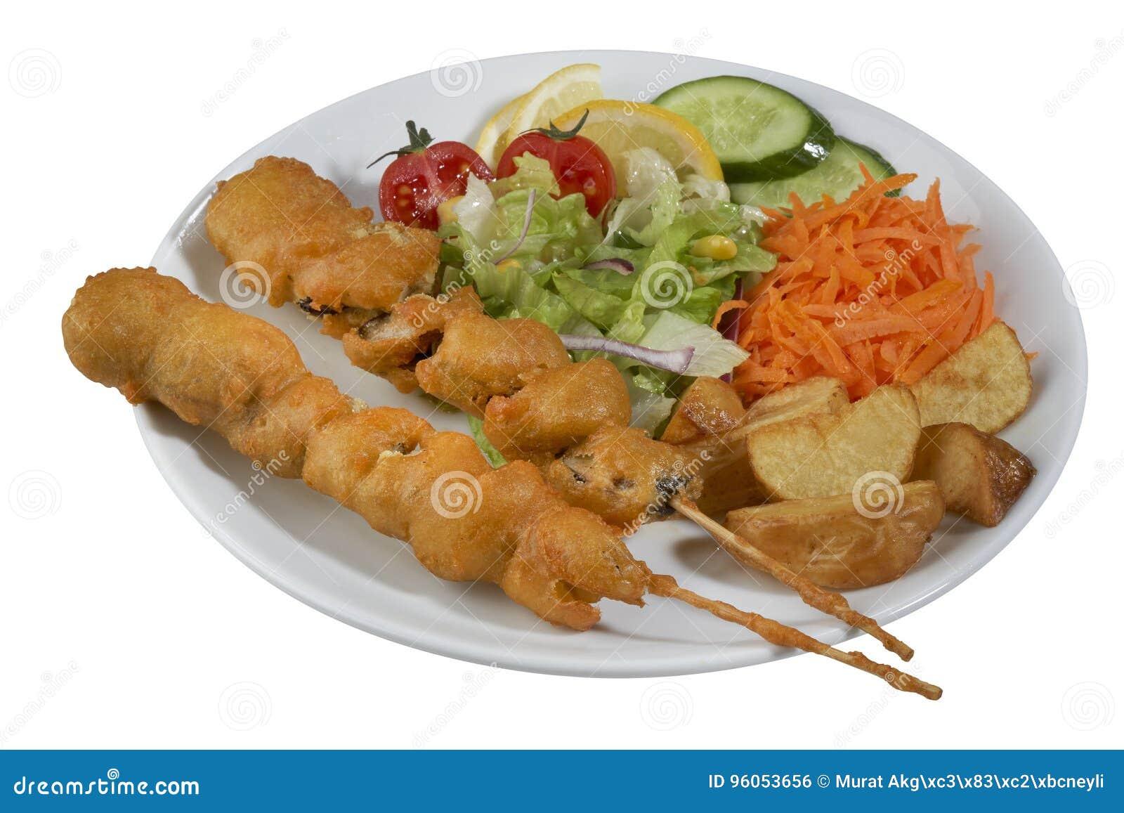 Chiche-kebab de poissons, poisson embroché avec des légumes