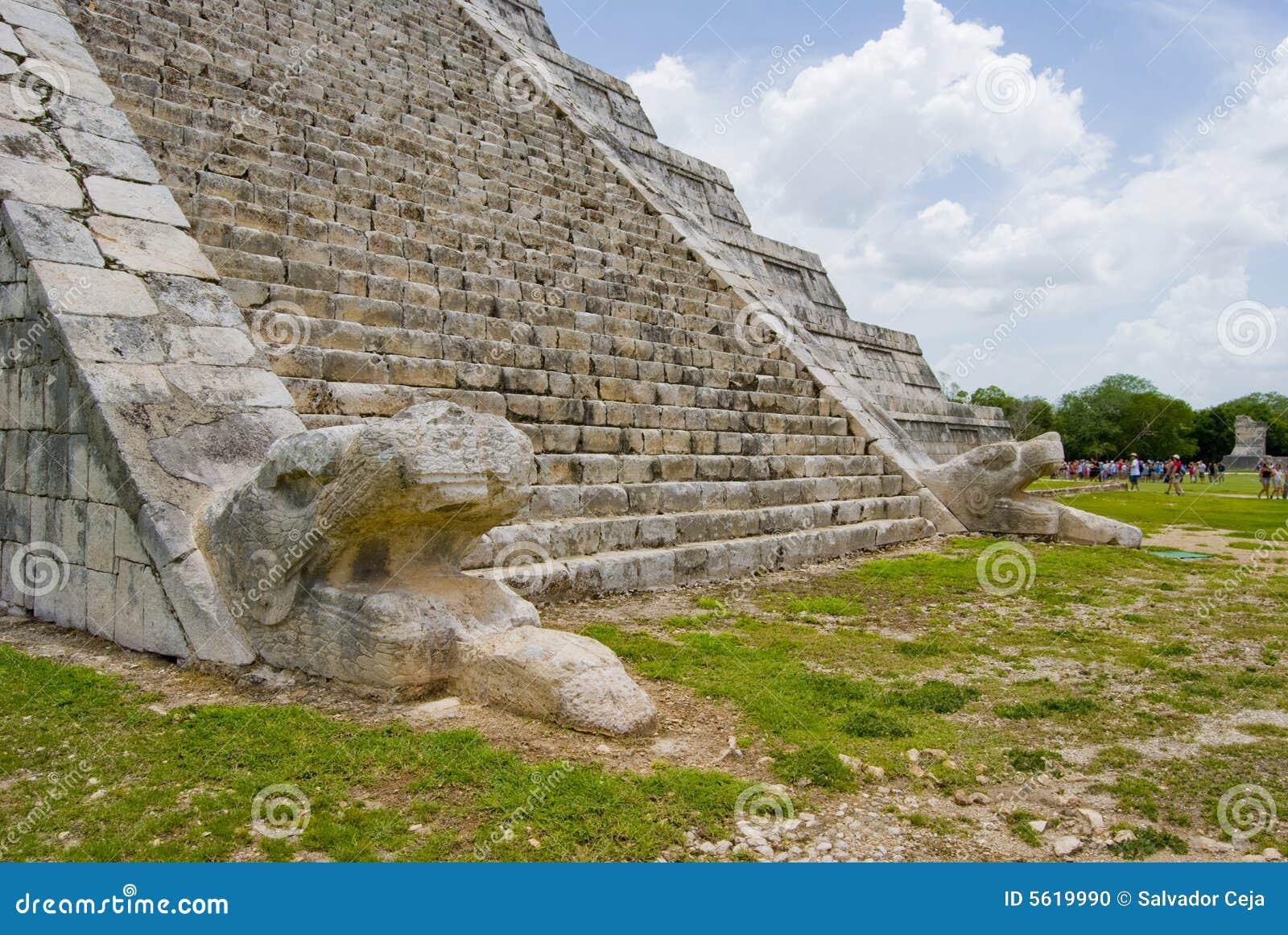 religion at chichen itza Chichen itza - ruinas mayas chichen itza está considerada como la ciudad más importante de la cultura maya y cuenta con las más asombrosas construcciones que son ejemplo de su avanzado desarrollo arquitectónico.