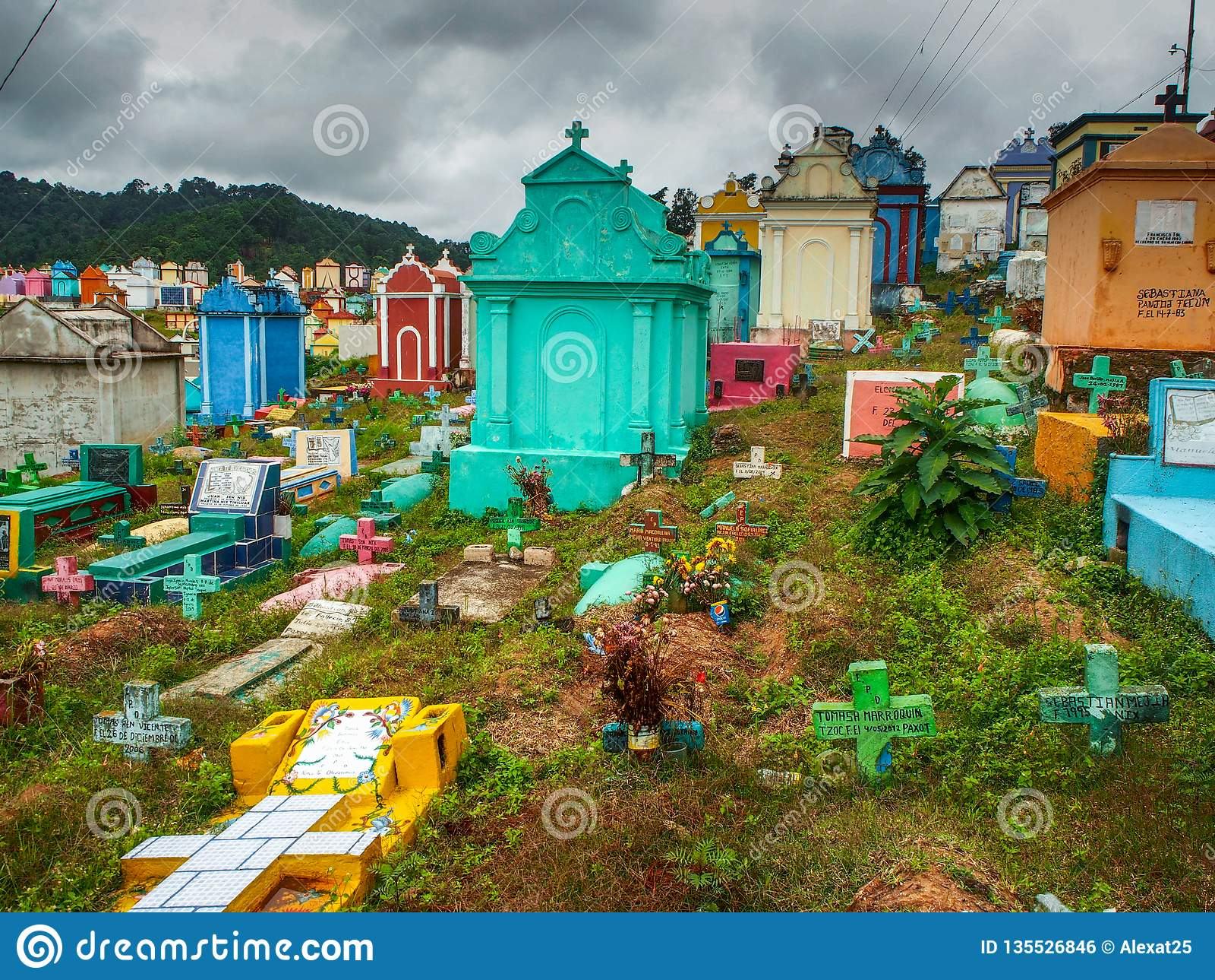 Chichicastenango - Guatemala, Kleurrijke begraafplaats van Chichicastenango in Guatemala