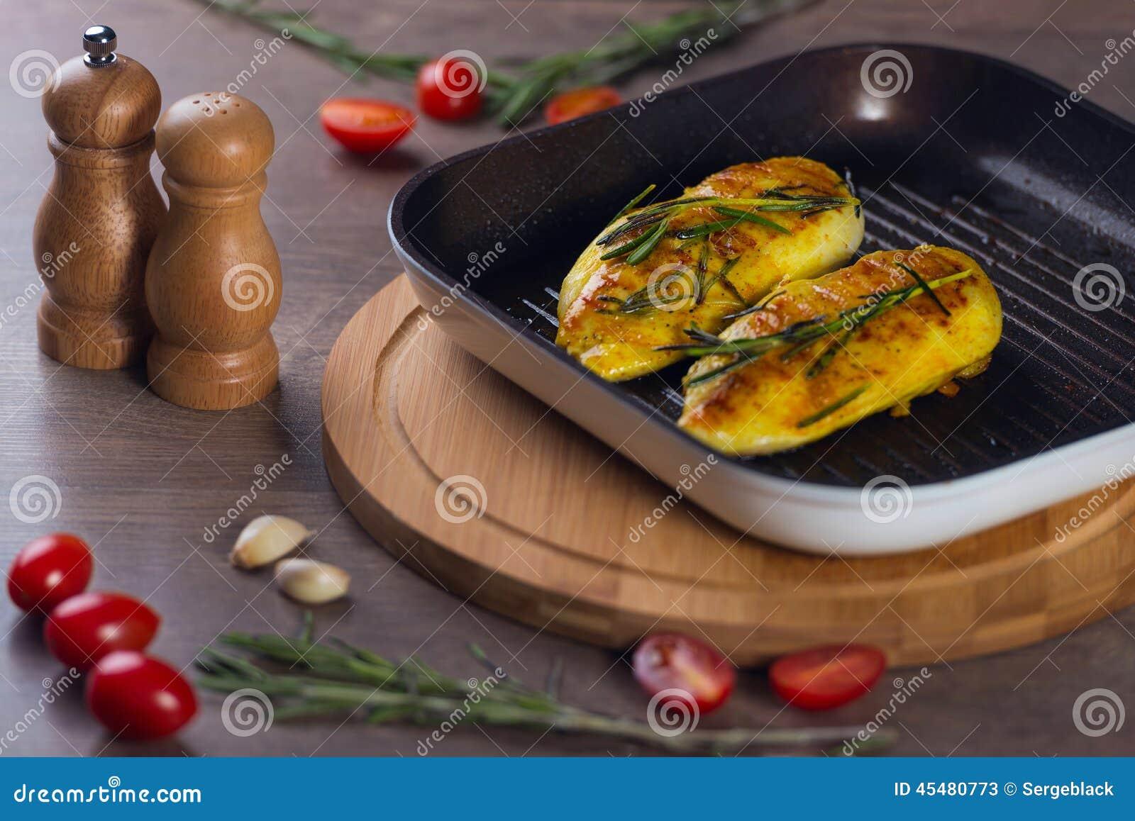 kip grillen pan