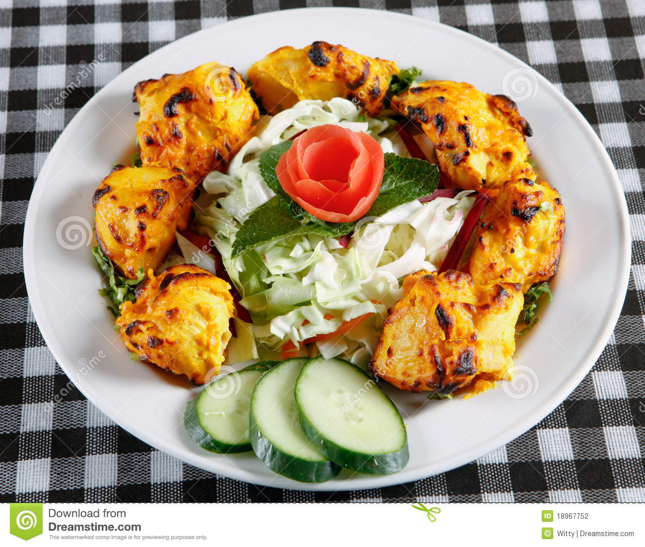 chicken-tikka-salad-plate-18967752.jpg