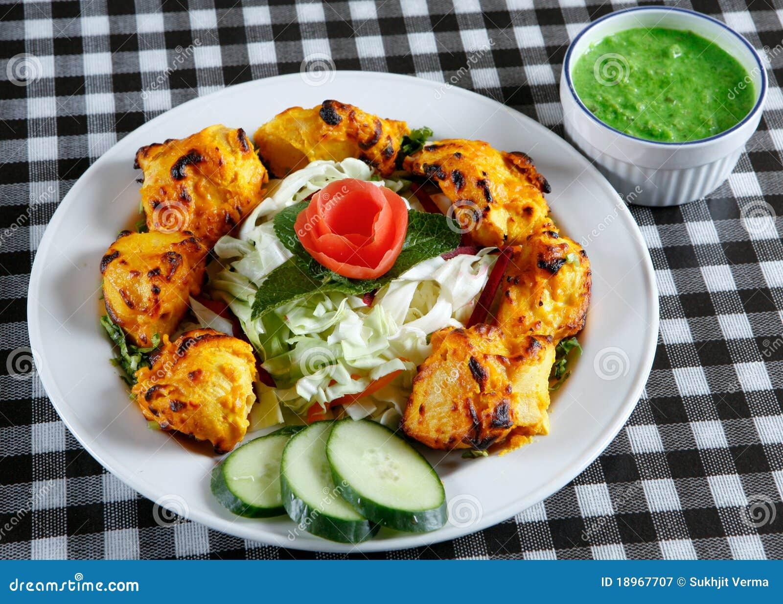 chicken-tikka-salad-sauce-18967707.jpg