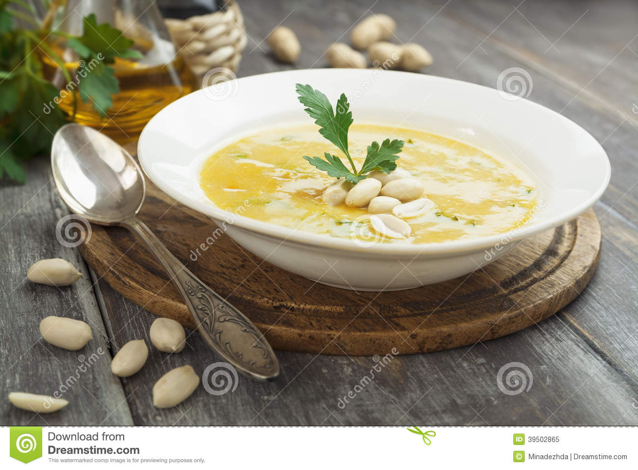 Chickpea soup with peanuts and herbs