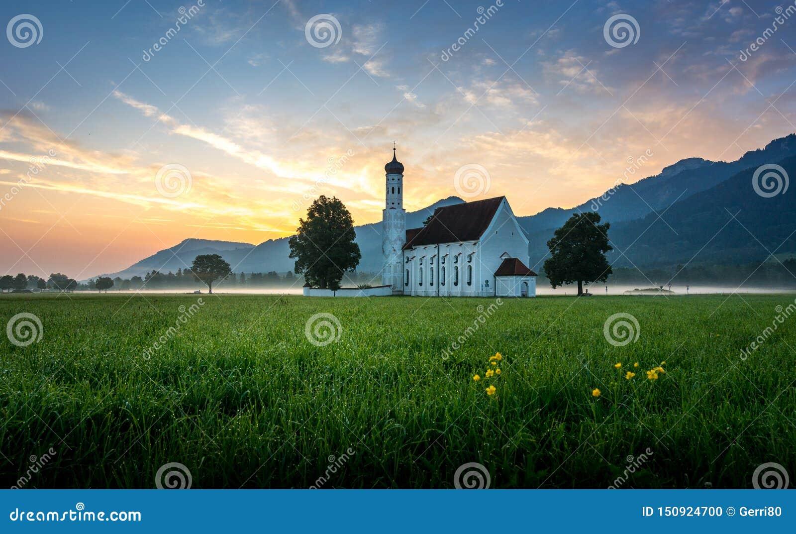 Chiesa bavarese in alpi bavaresi ad alba