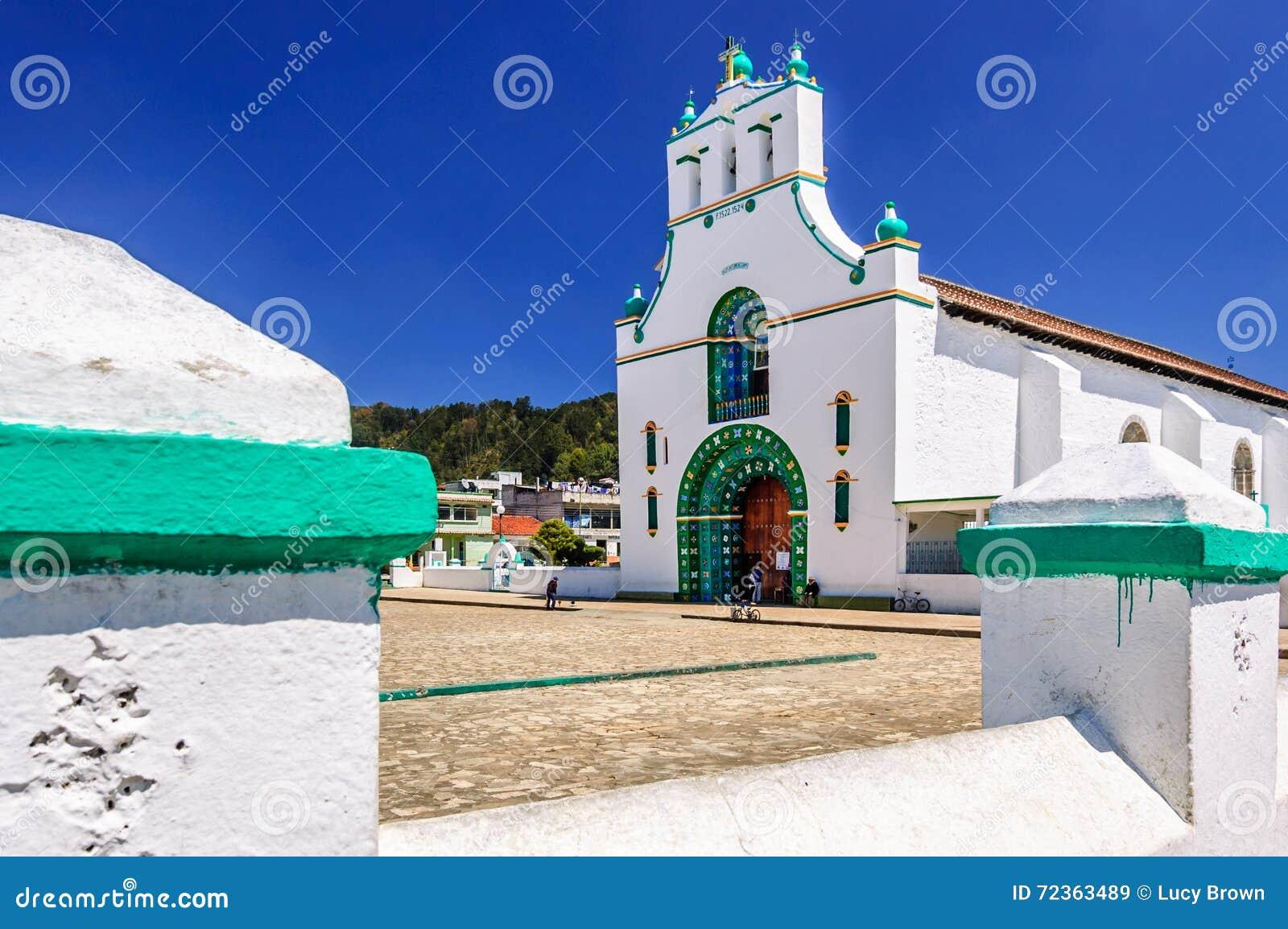 Chiesa decorata, Chamula, Messico