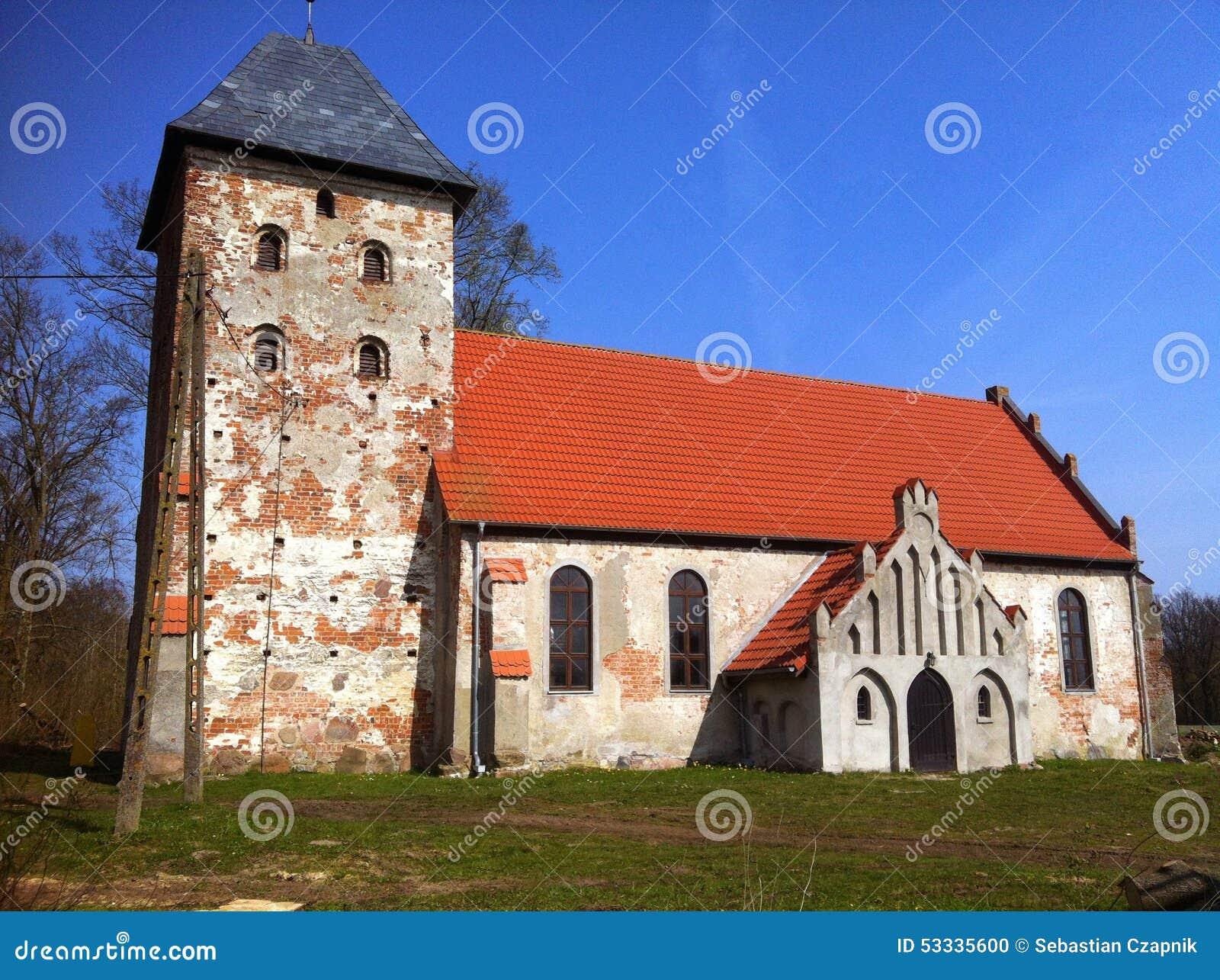 Chiesa del villaggio in Polonia
