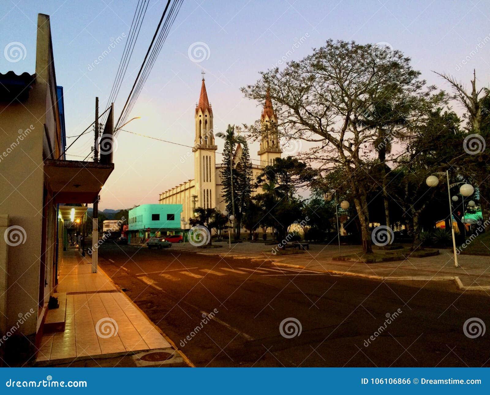 Chiesa della cittadina sul parco