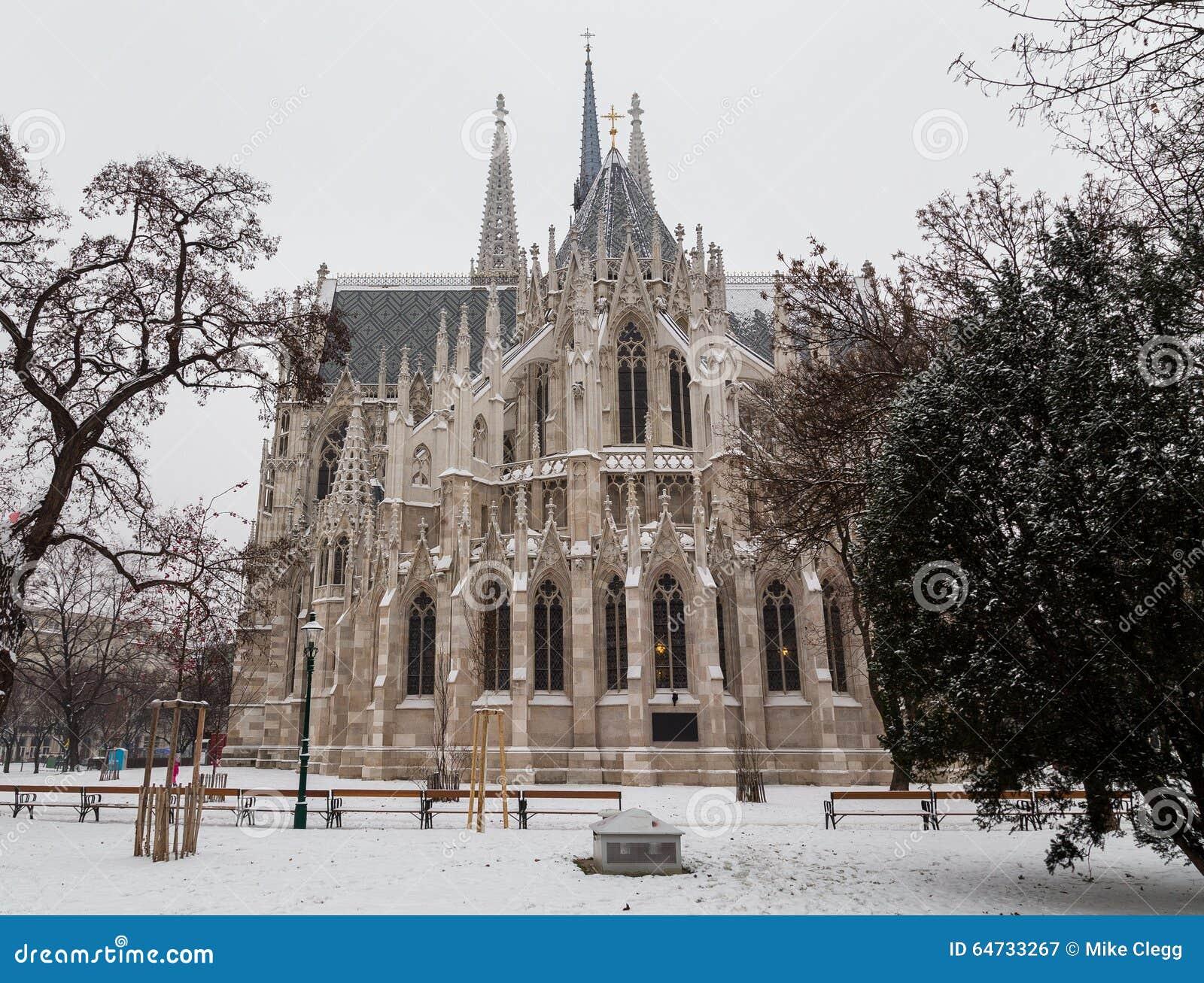Chiesa di Votice a Vienna nell inverno con neve