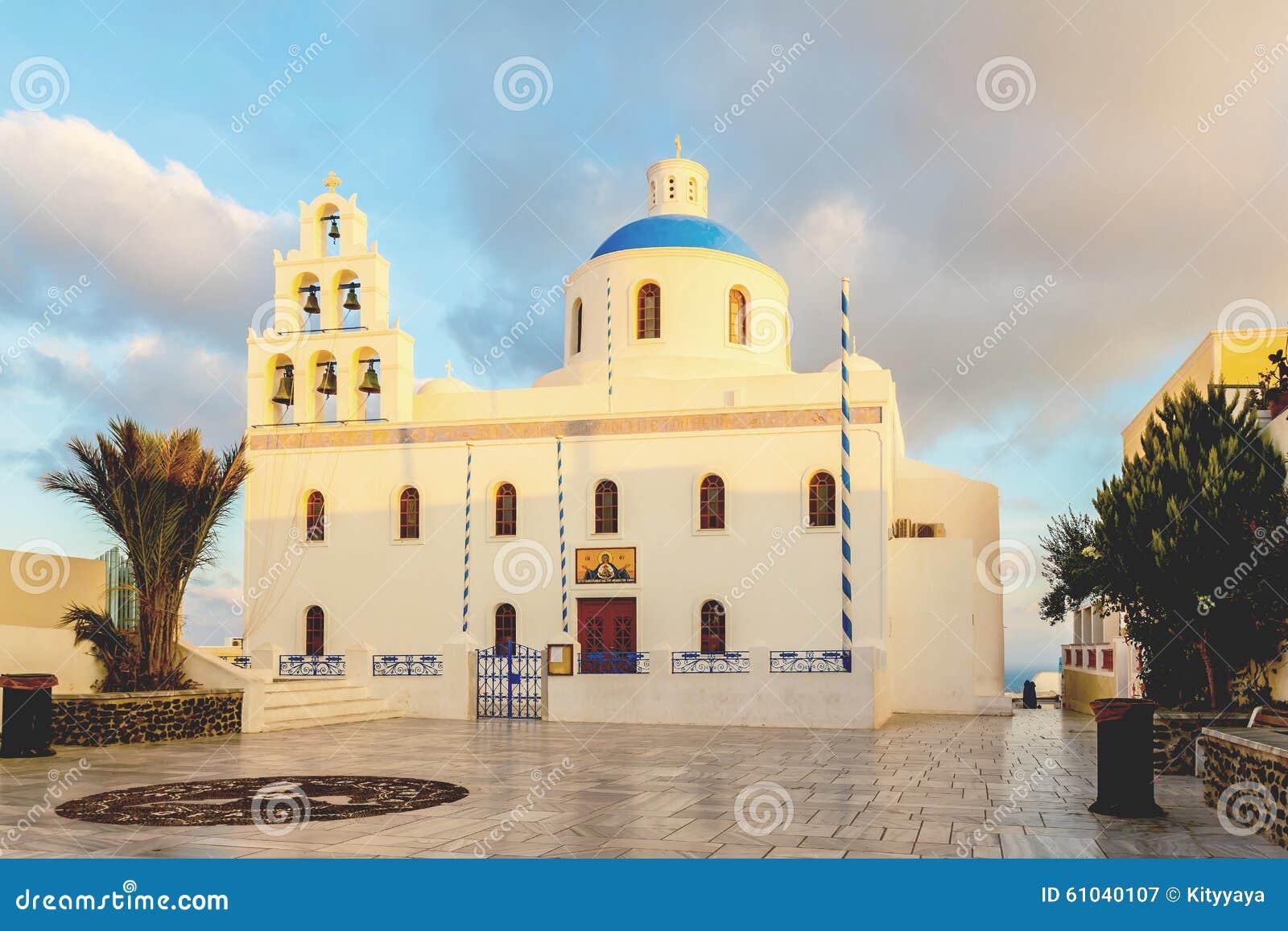 Chiesa e luce solare di mattina immagine stock immagine - Specchi riflettenti luce solare ...