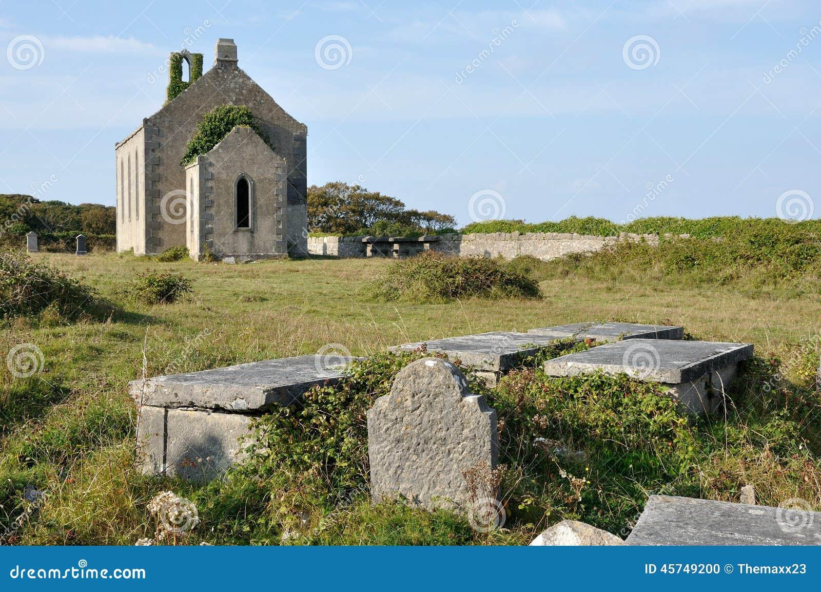 Chiesa e tombe di rovina dell isola dell Irlanda Aran