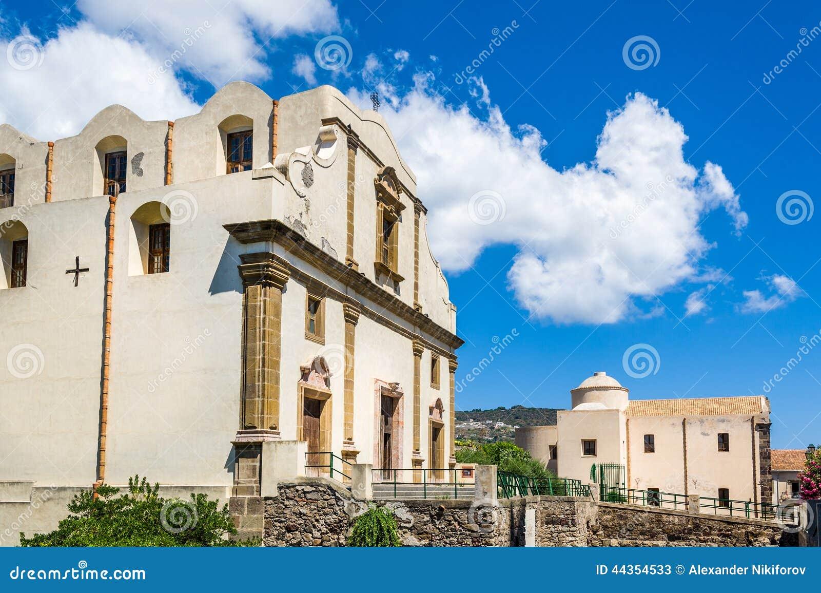 Chiesa nel vecchio centro città di Lipari