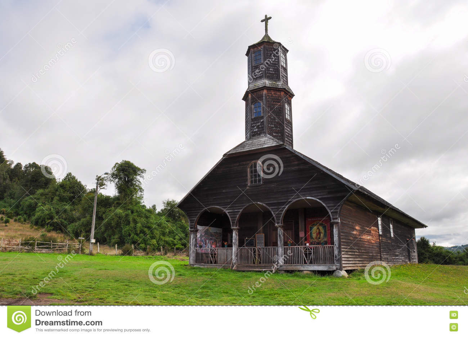 Chiese colorate e di legno splendide, isola di Chiloe, Cile