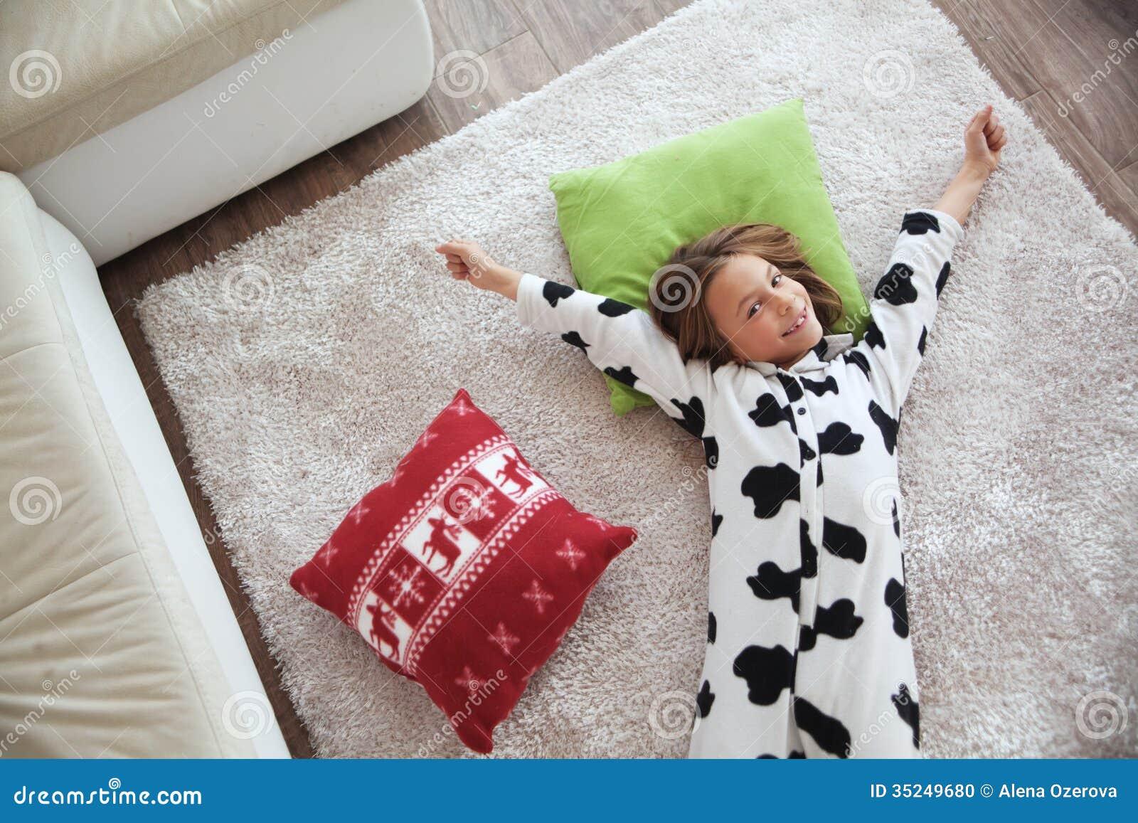 Фото девушек в пижамах с подушками 20 фотография