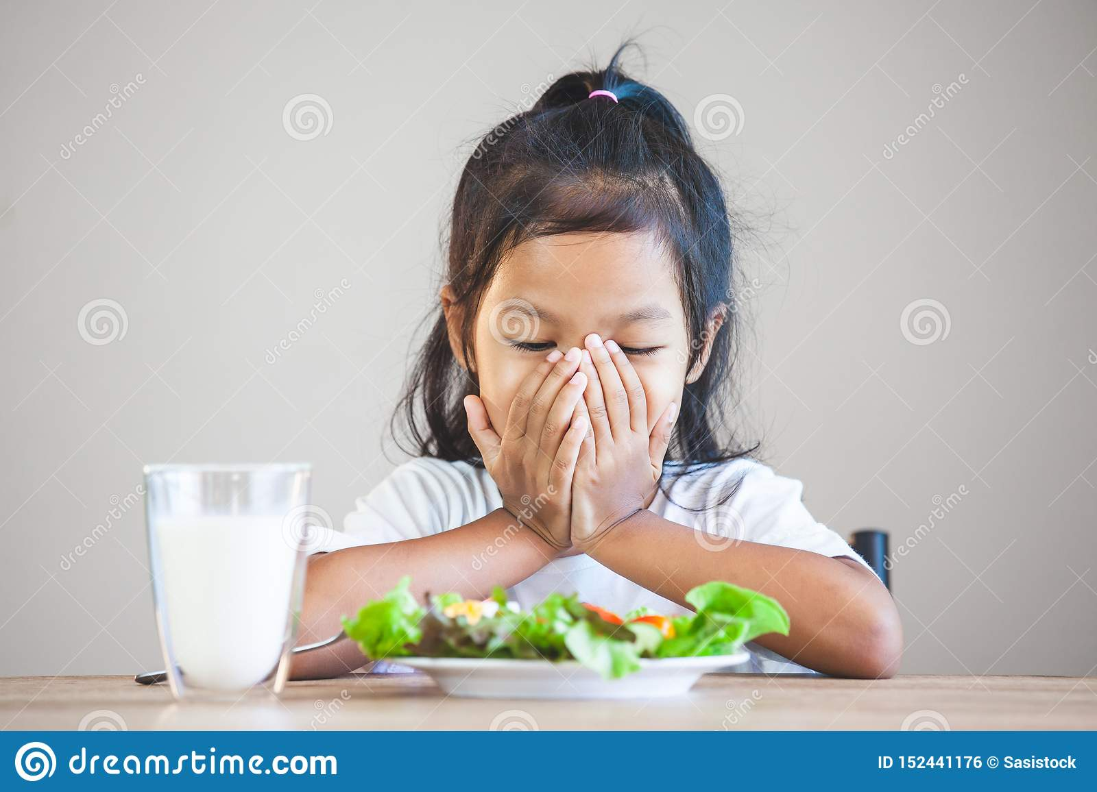 Child Does Not Like To Eat Vegetables And Refuse To Eat ...