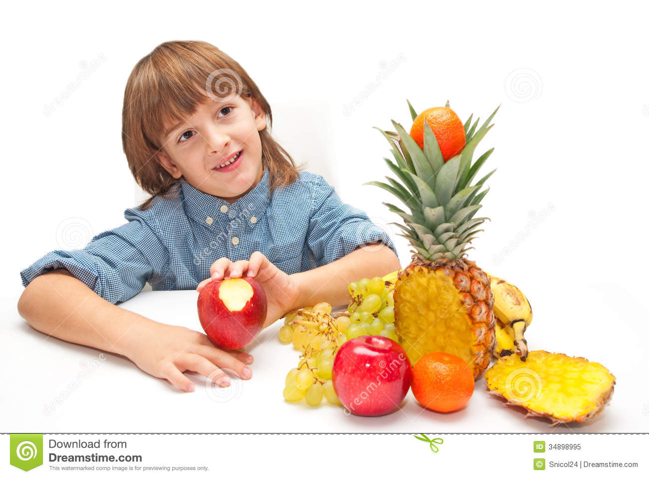 Child with fruits food