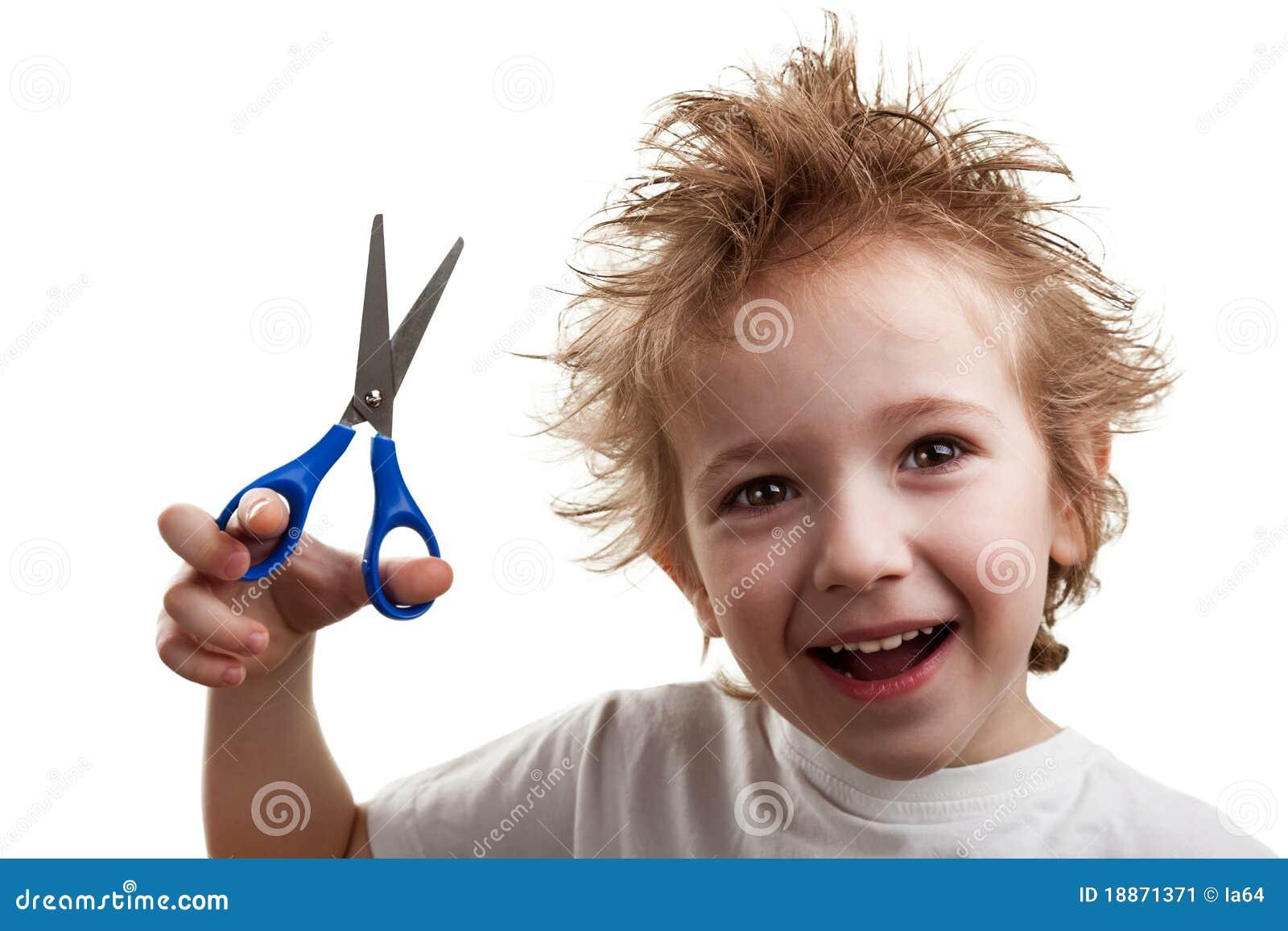 Модная прическа ножницами для мальчика
