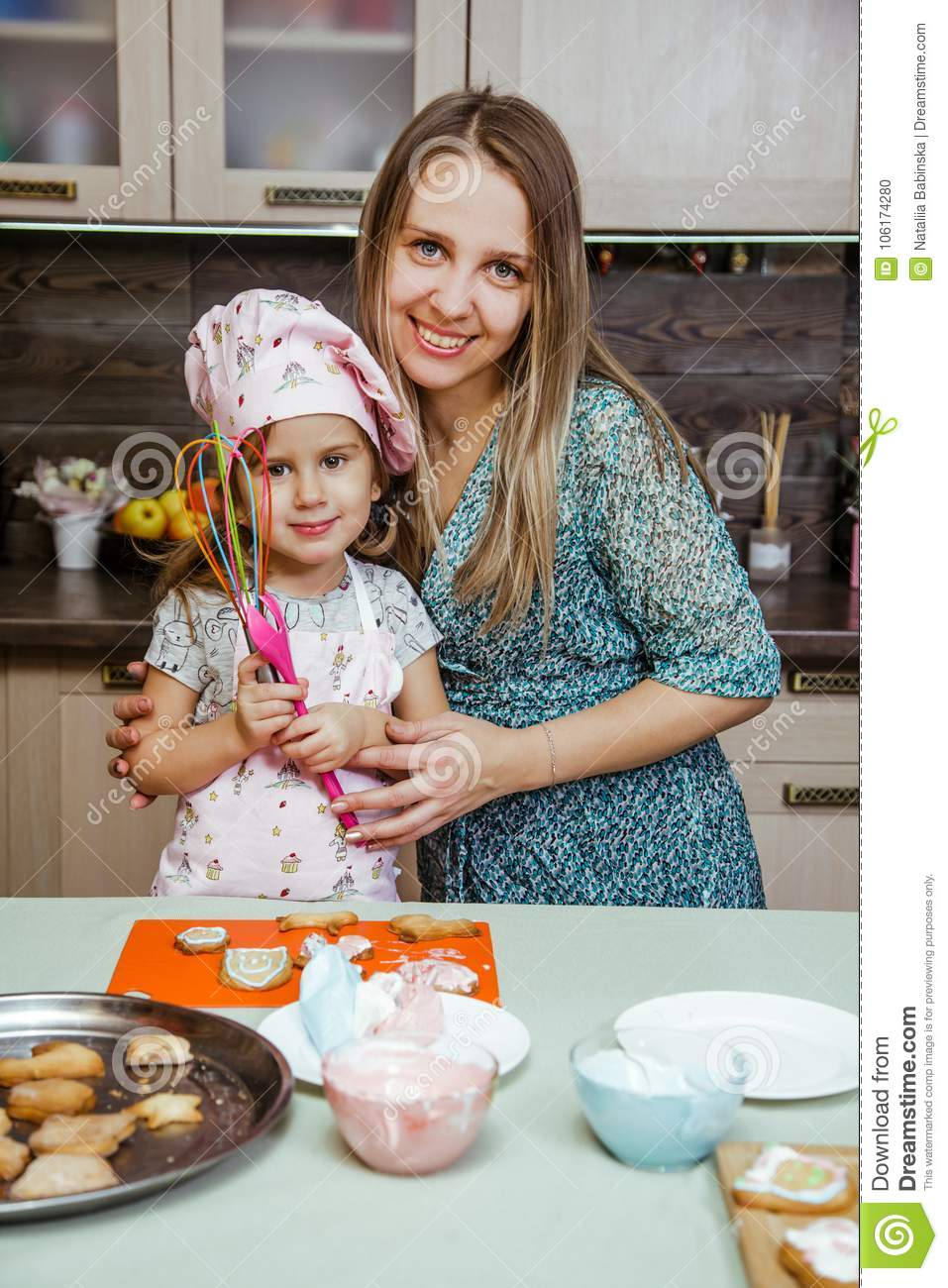 Child kitchen girls cook apron cupcake cookies small funny three sisters cap cream cream decor mother mom spoon