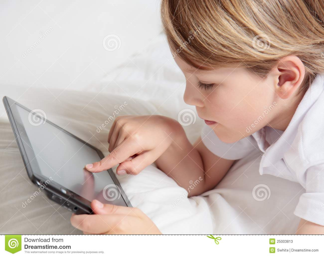 Child with multimedia tablet PC.