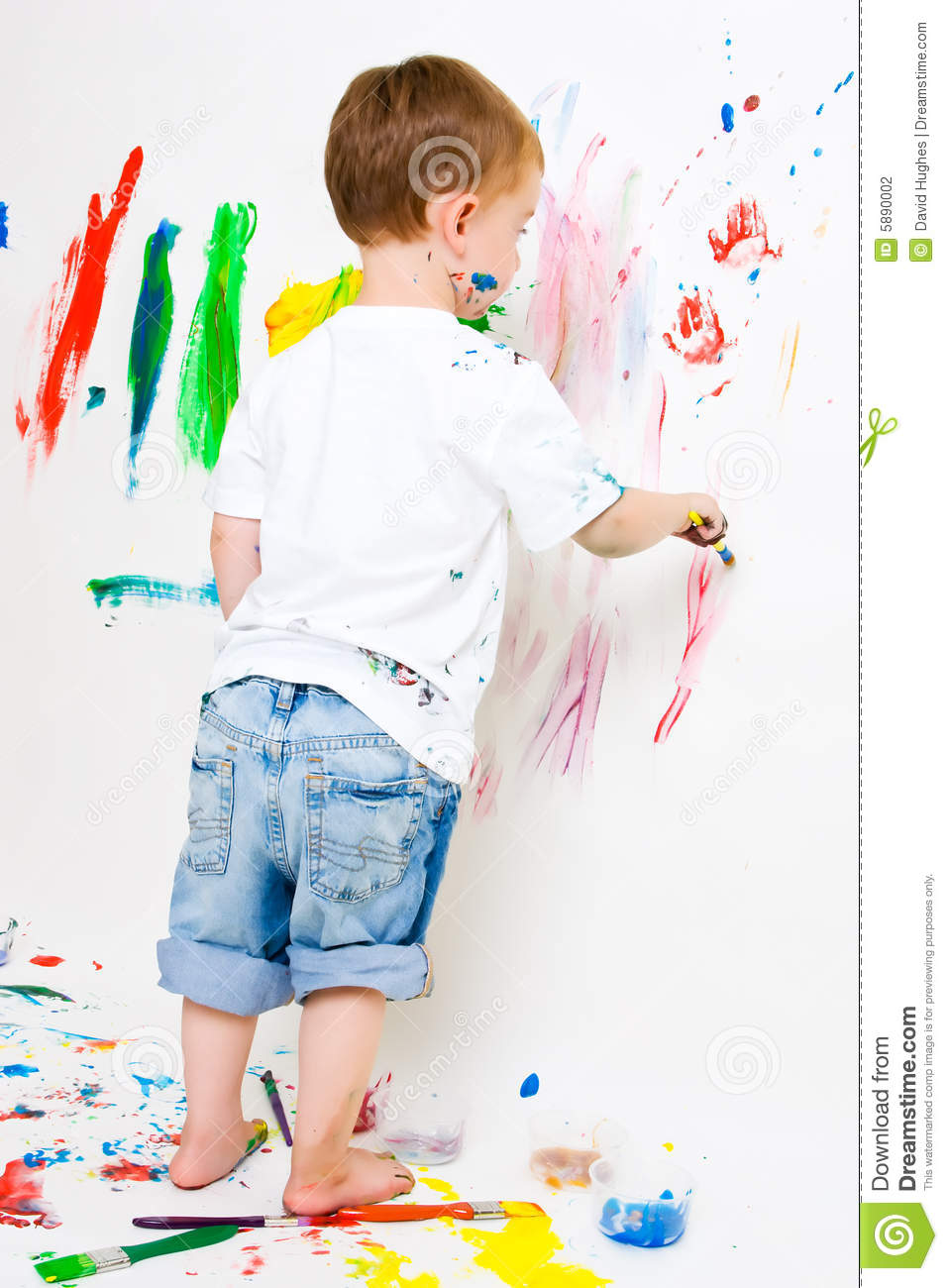 Child painting on the wall and floor stock photography for Children s mural artist