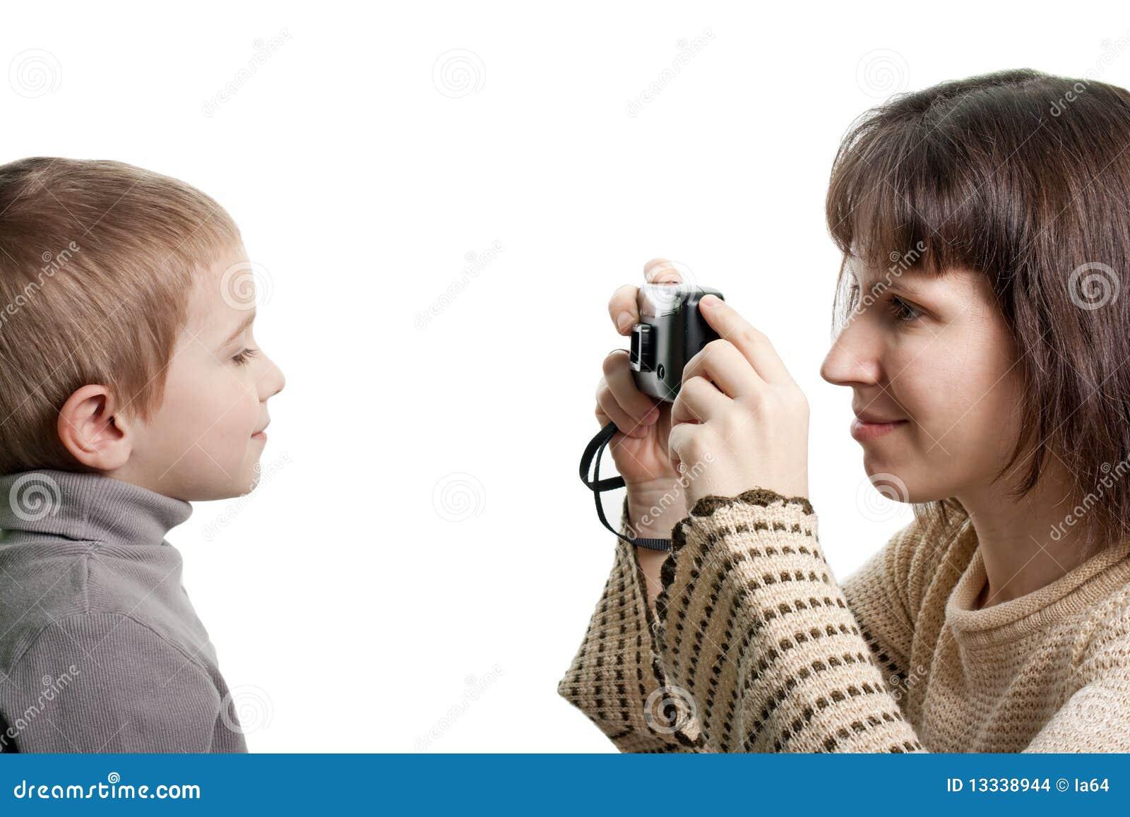 Сын фотографирует маму 1 фотография