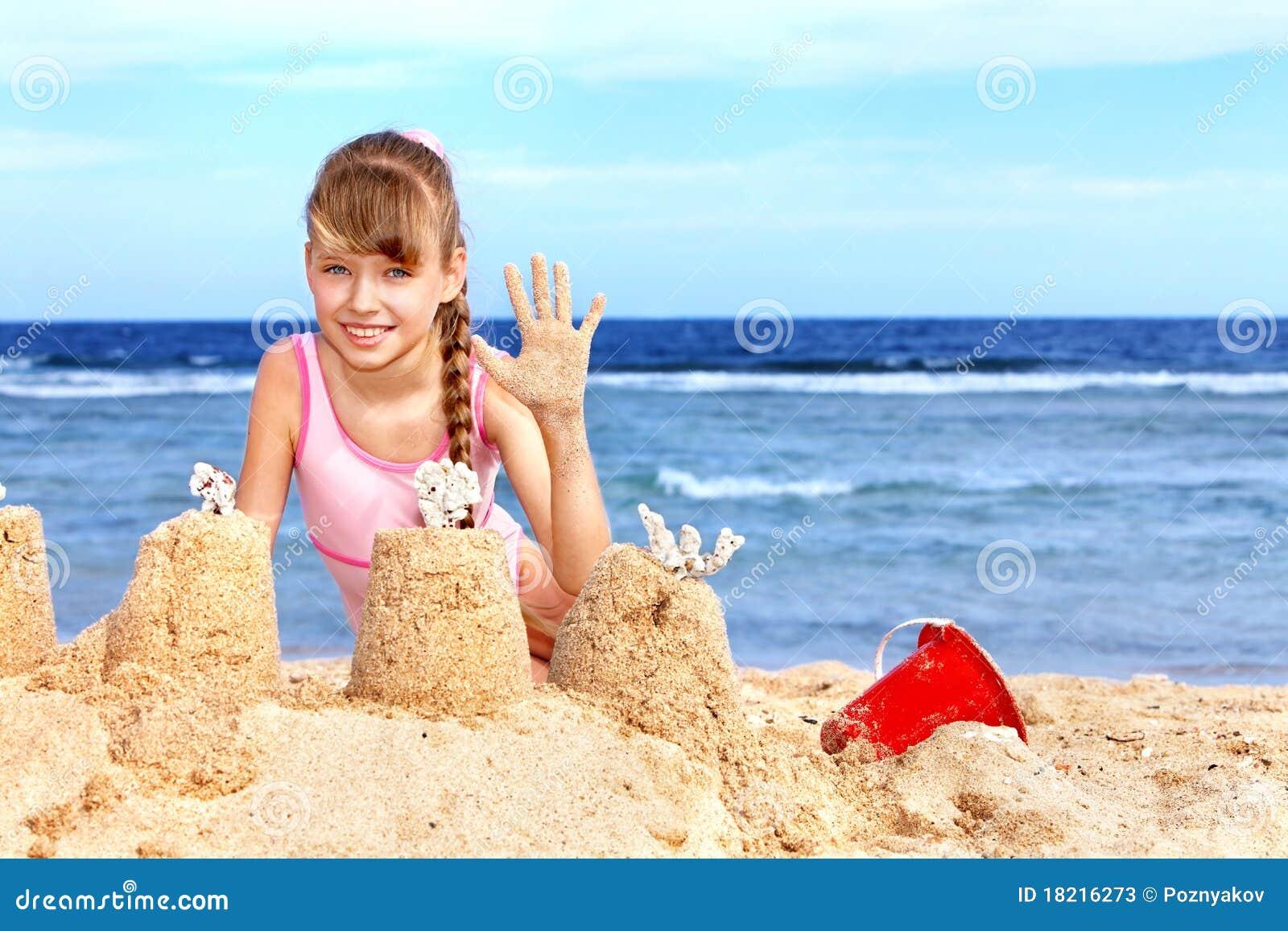 Фото маленькие девочки на пляже 9 фотография