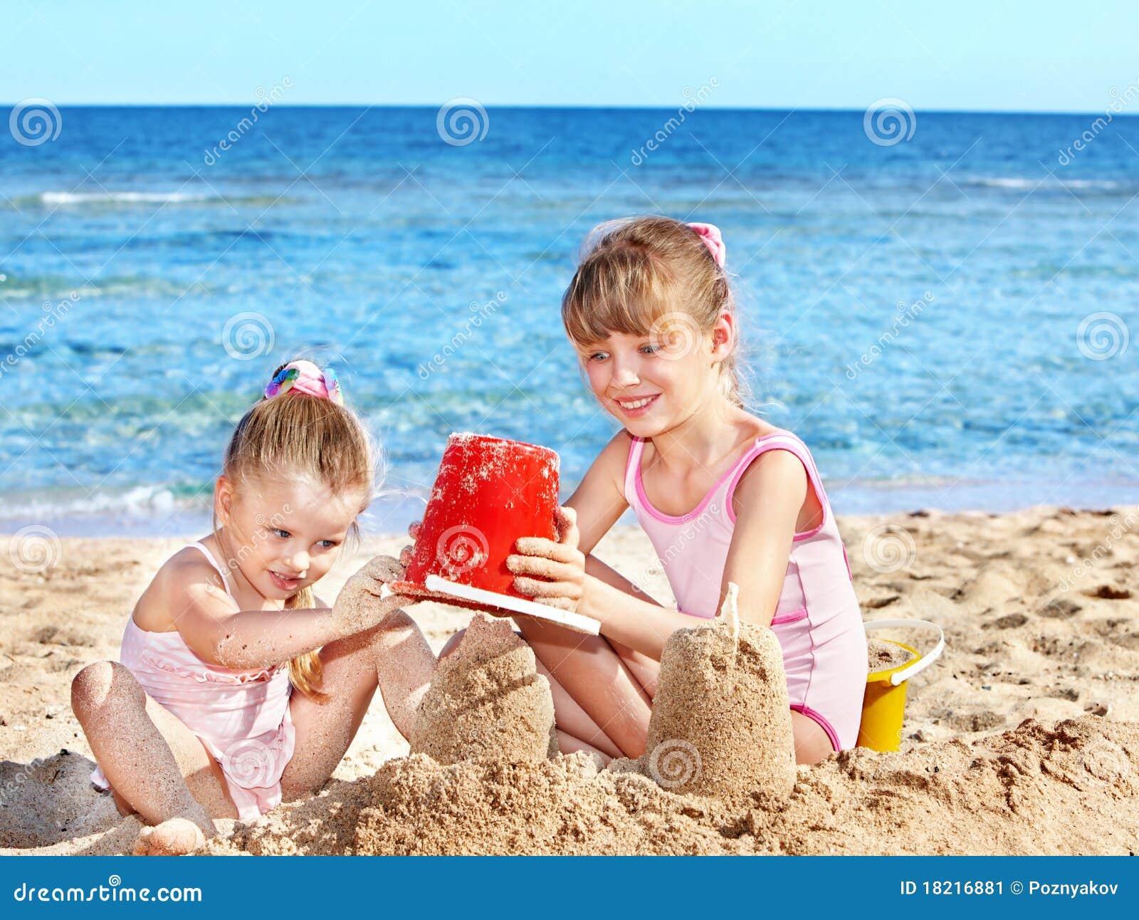 Фото маленькие девочки на пляже 15 фотография