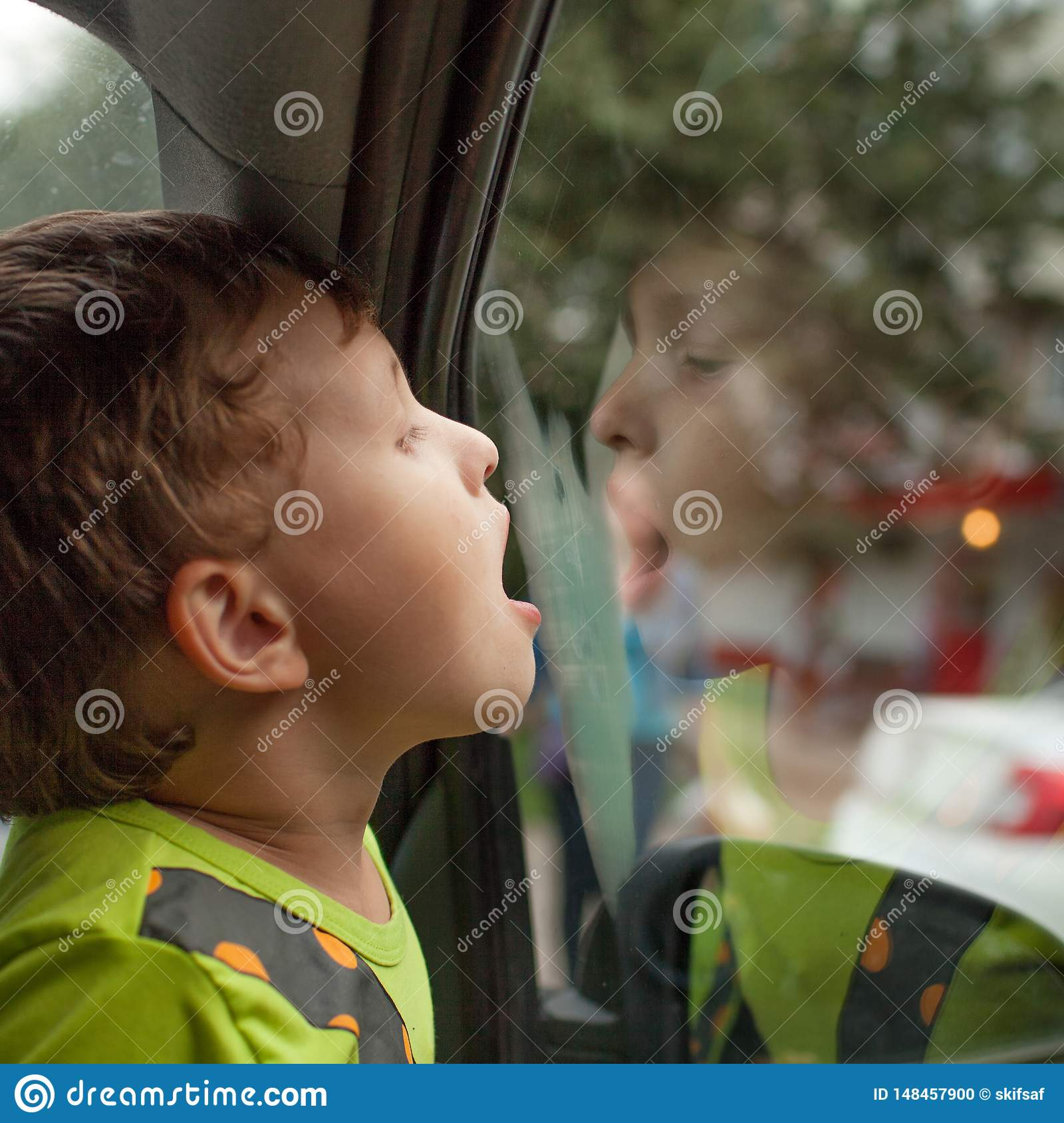 The child sits in the car alone