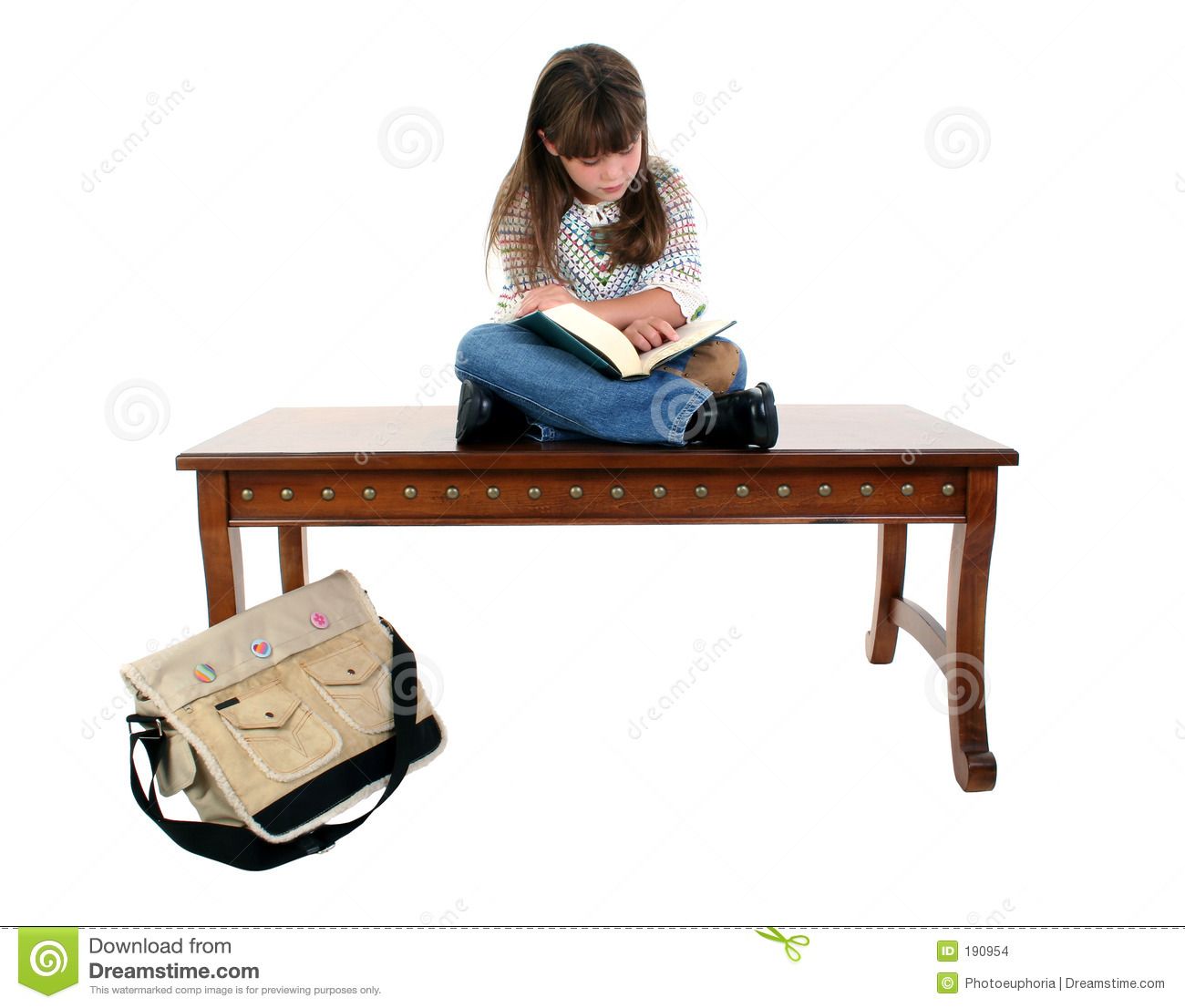Etonnant Child Sitting On Table Reading Book