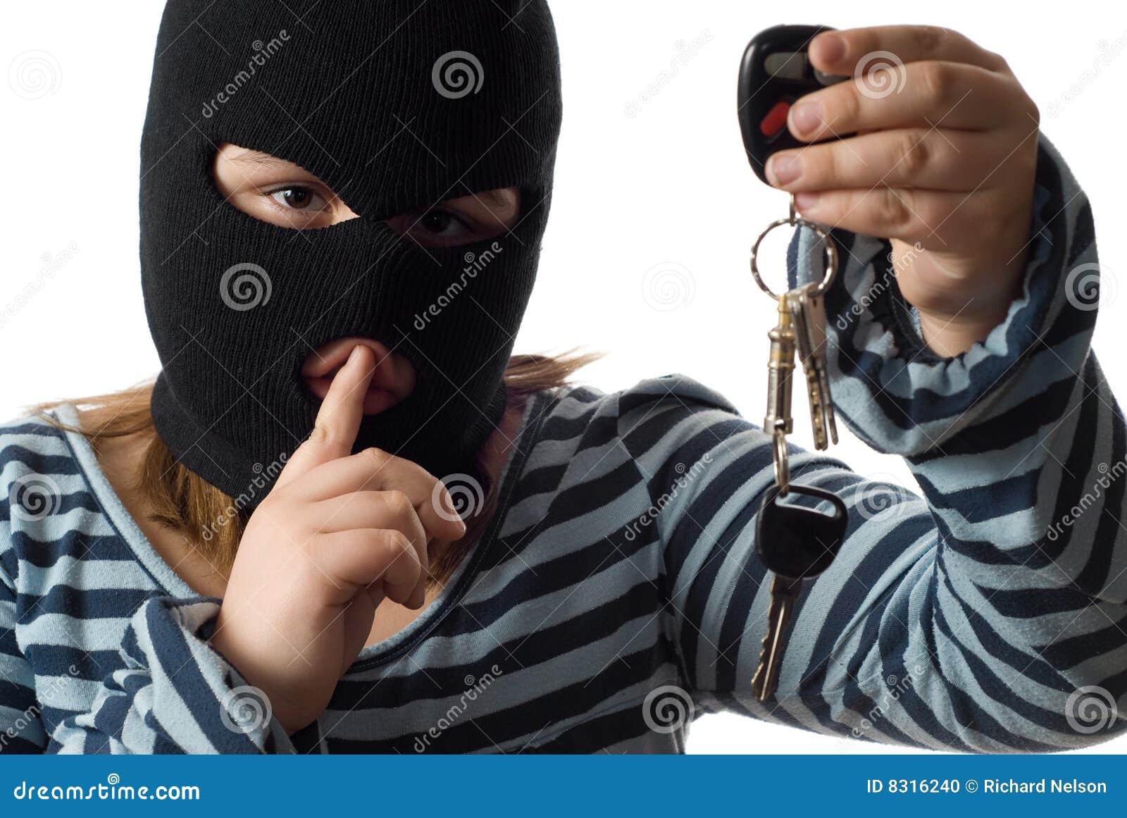 child-stealing-car-keys-8316240.jpg