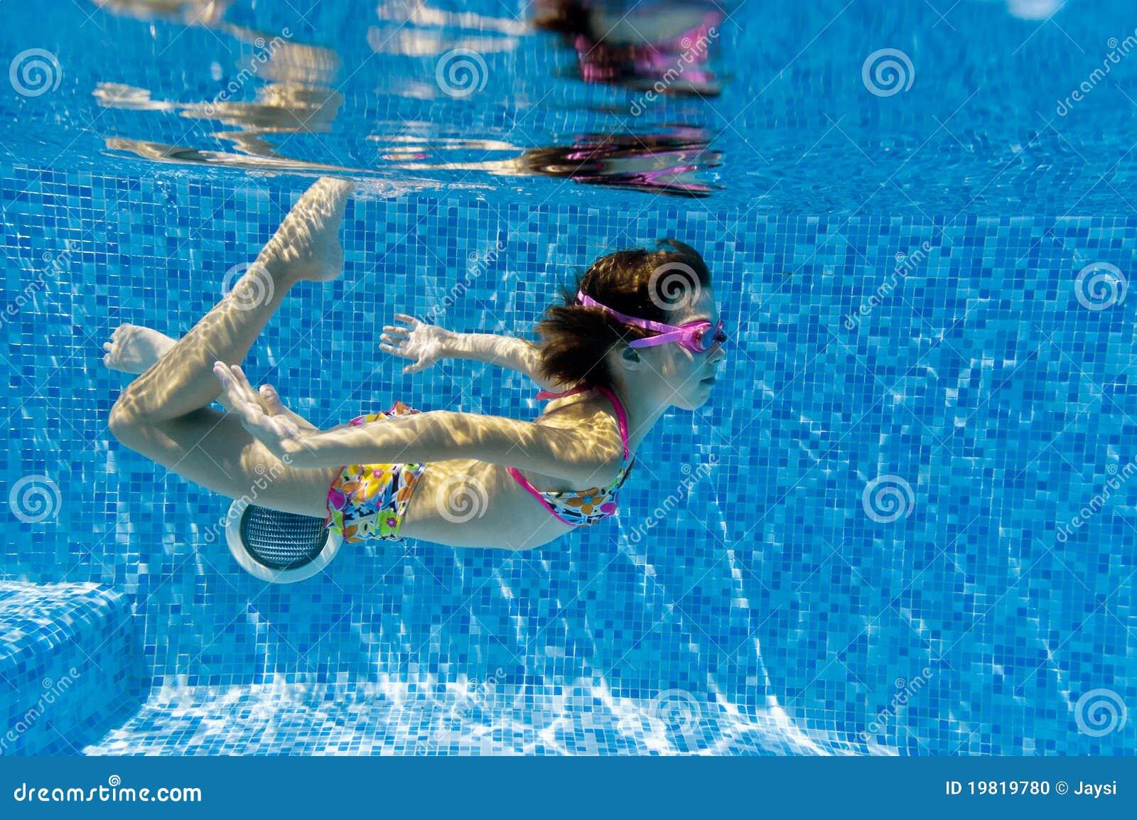 child swimming underwater - photo #11