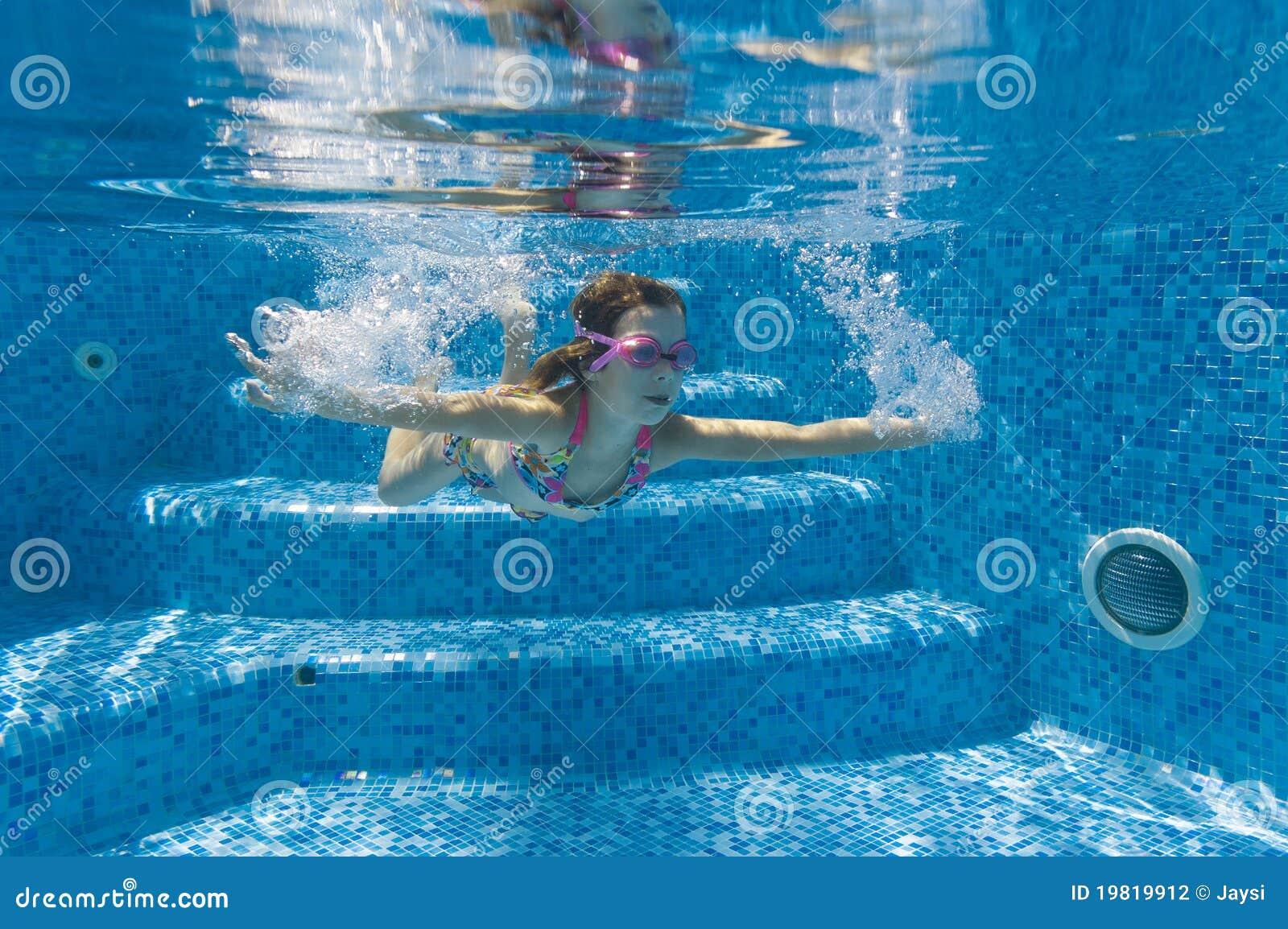 child swimming underwater - photo #45