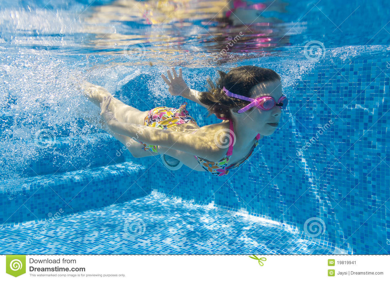 child swimming underwater - photo #24