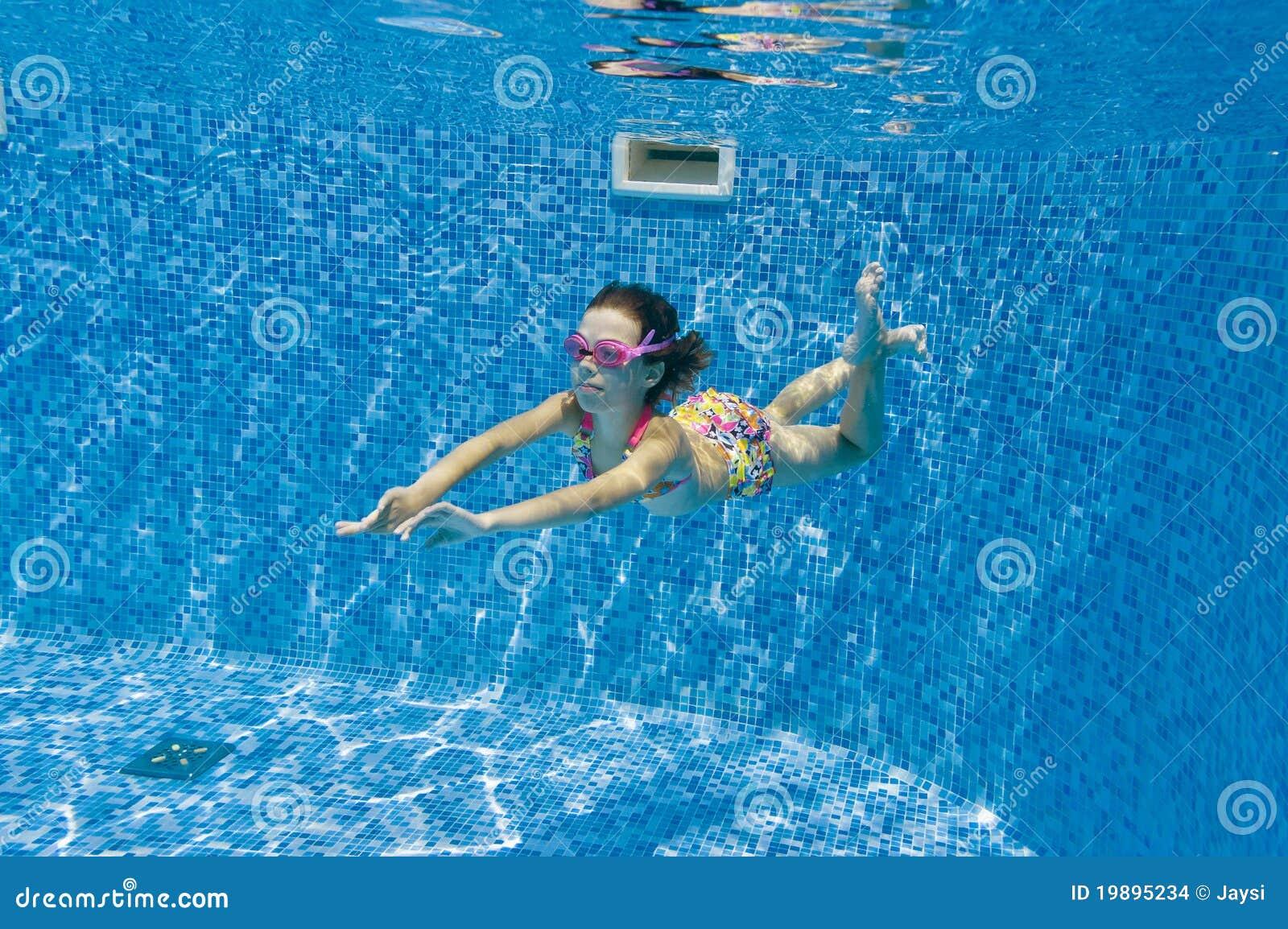 child swimming underwater - photo #27