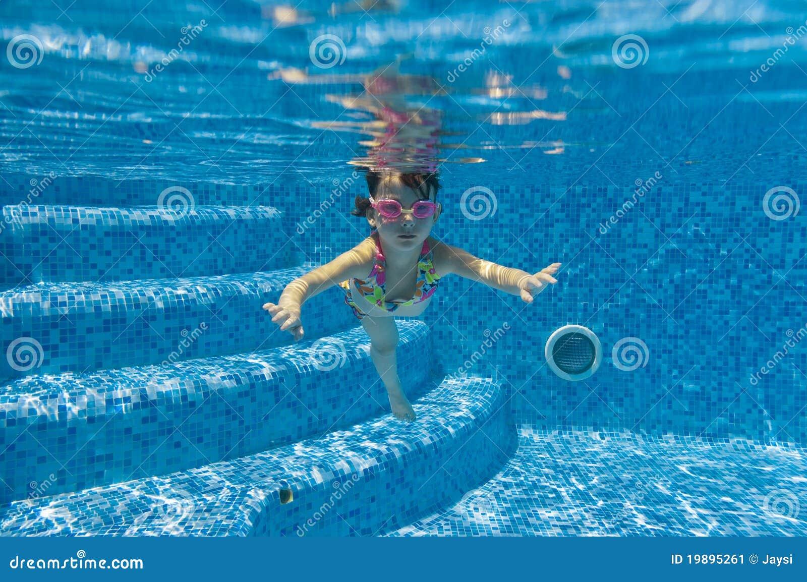 child swimming underwater - photo #29