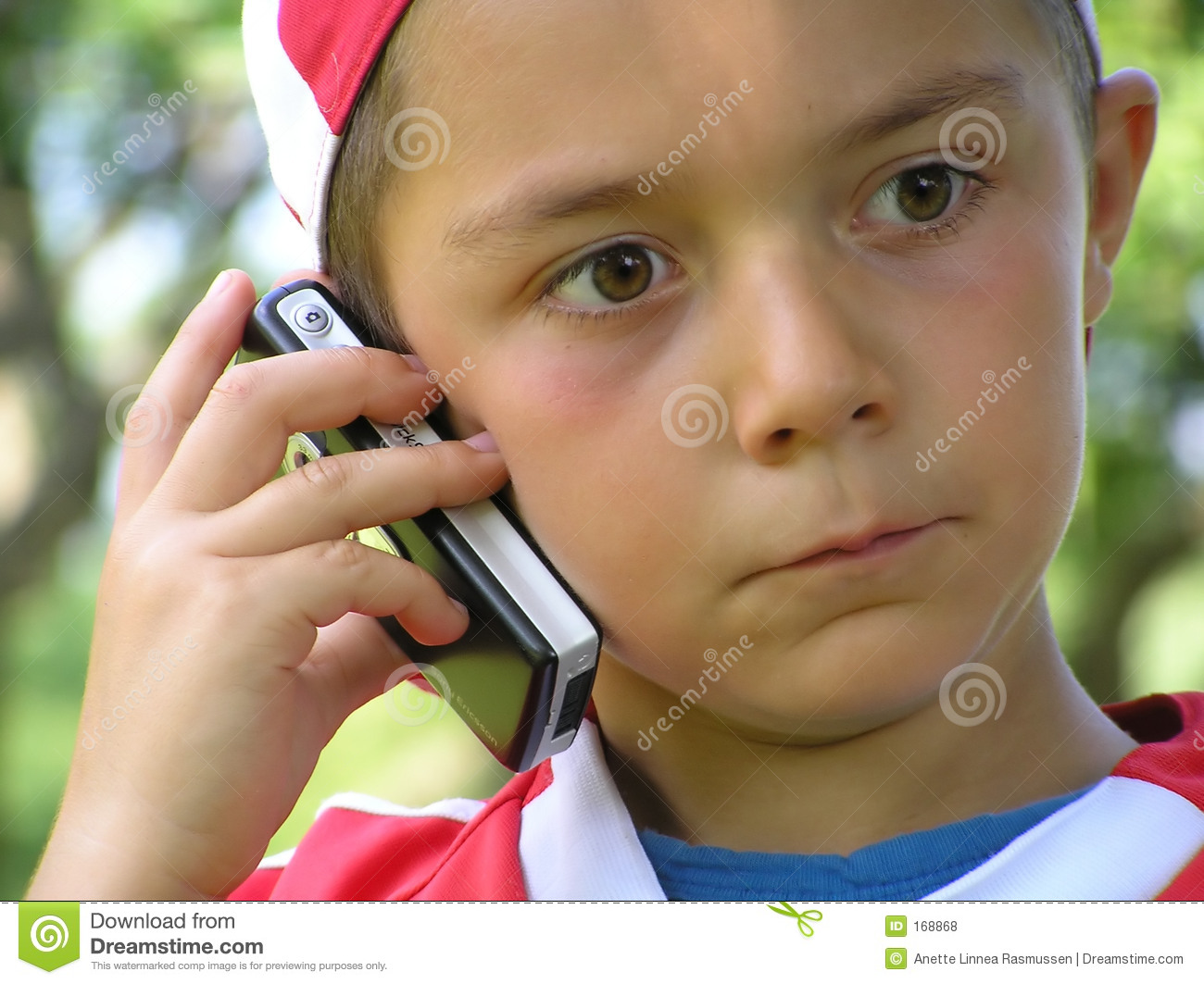 Child talking in mobile phone