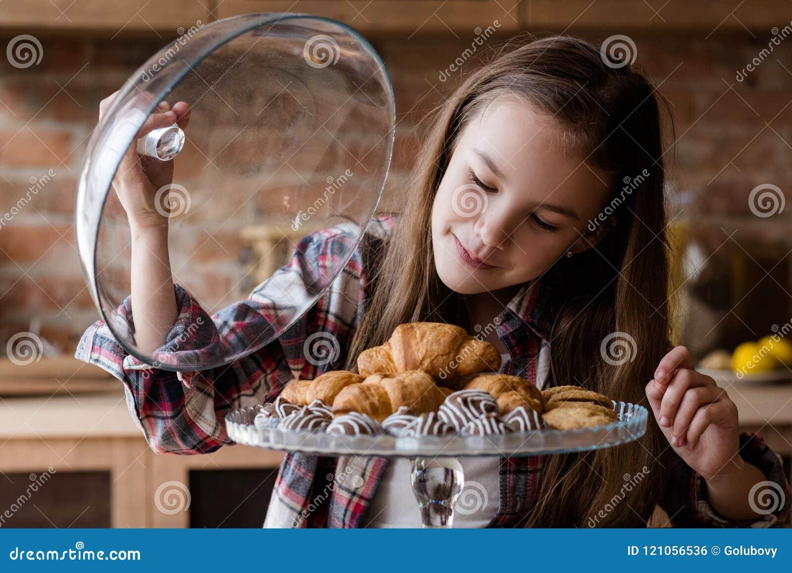 Child unbalanced eating habits sweets overeating