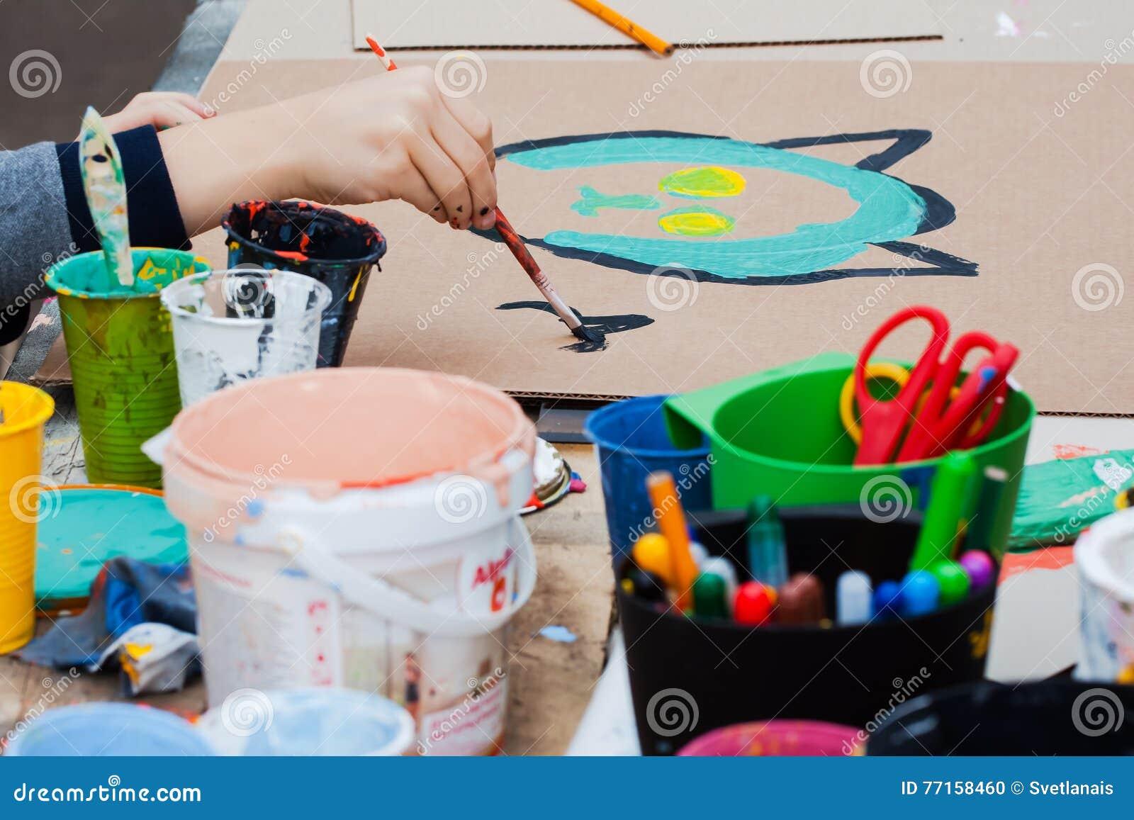 Disegno Di Un Bambino : Closeup di disegno di un bambino fotografie stock freeimages