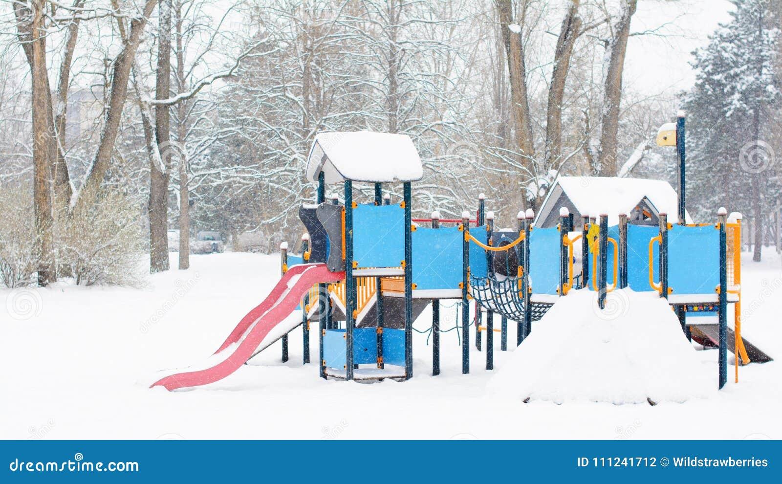 Фото голых из города зима найти