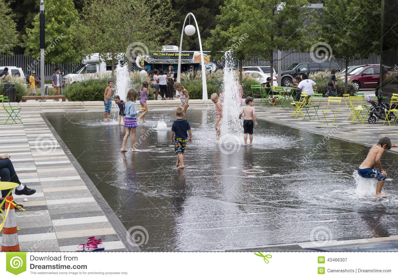 Water fountains dallas - Children Playing In Klyde Warren Park Fountain Editorial Photography