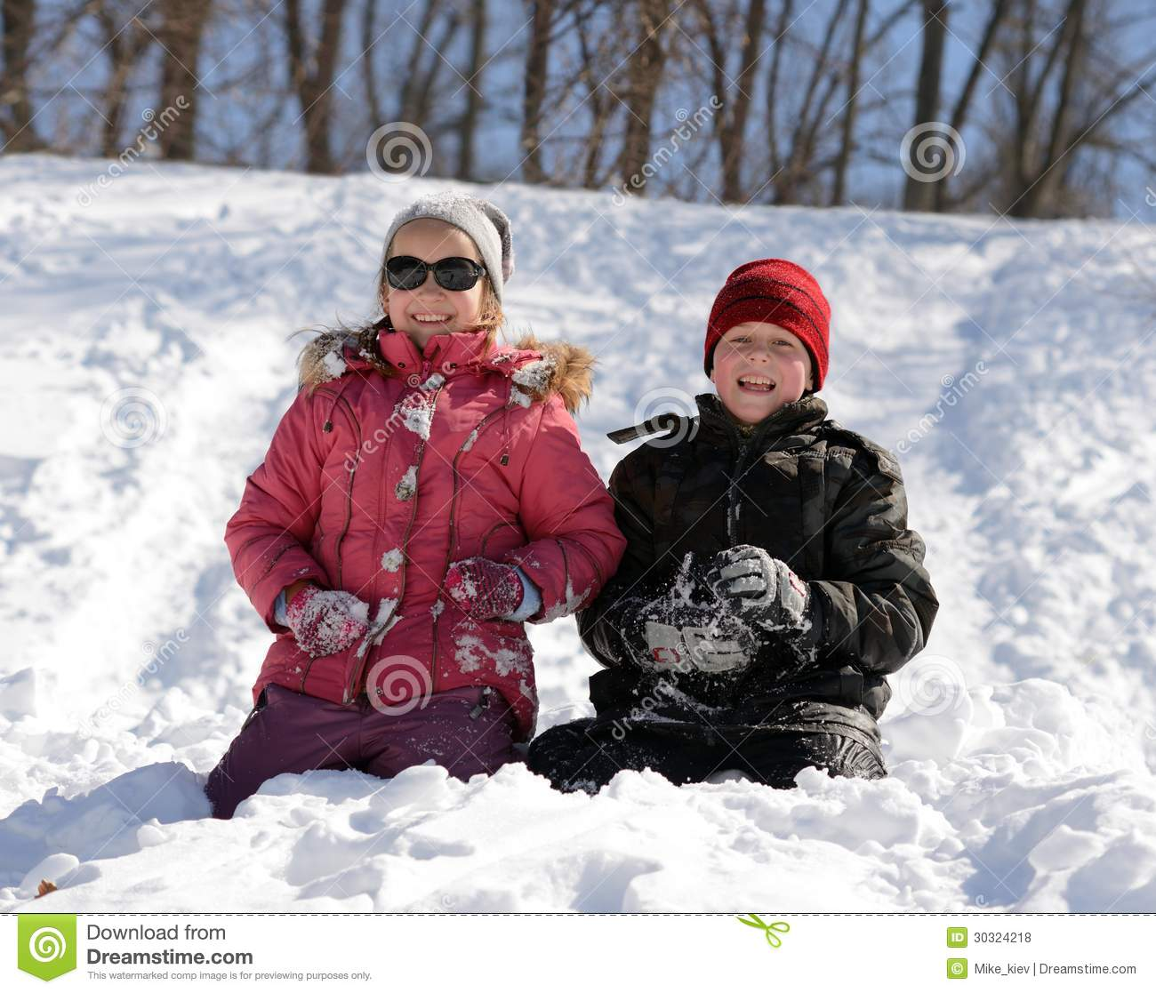 Children playing in snow royalty free stock photos image for Vacation in the snow