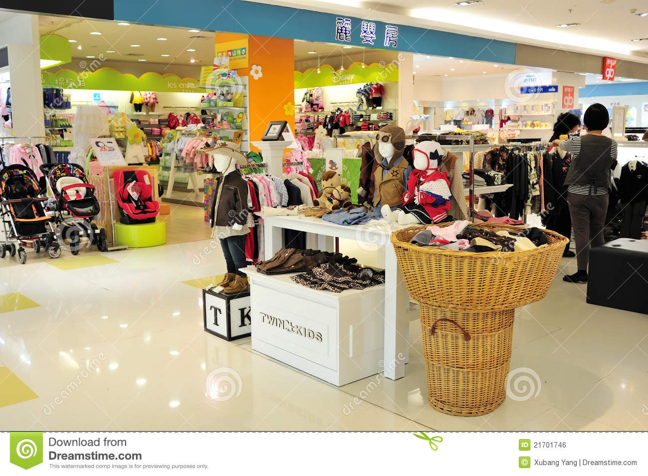 Kids clothes store Women clothing stores