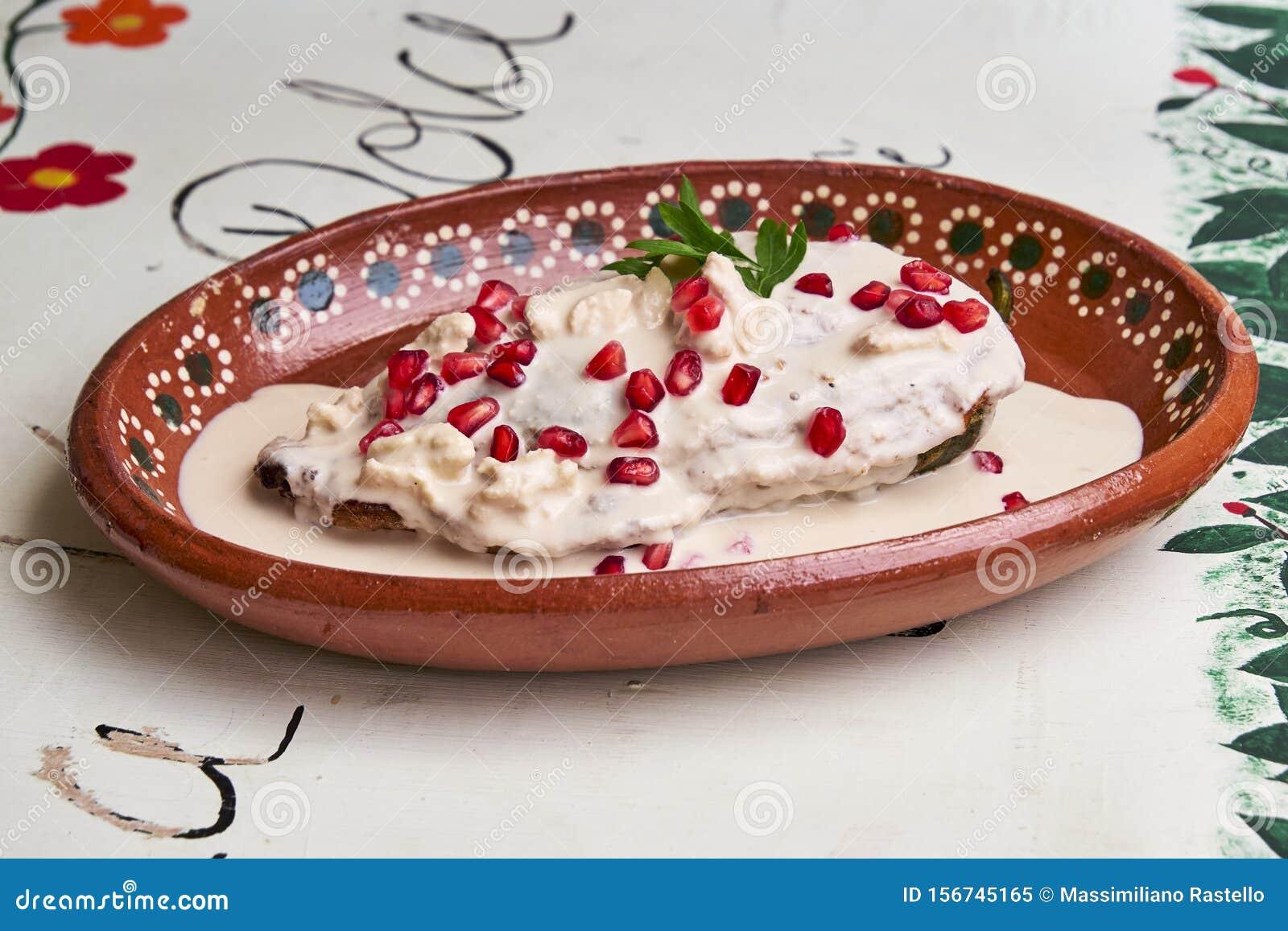 Chile en Nogada dish of Puebla
