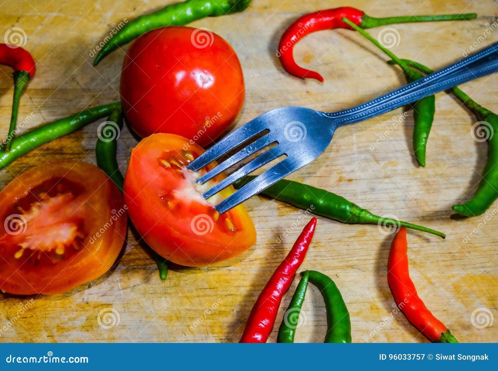 Chili i pomidor