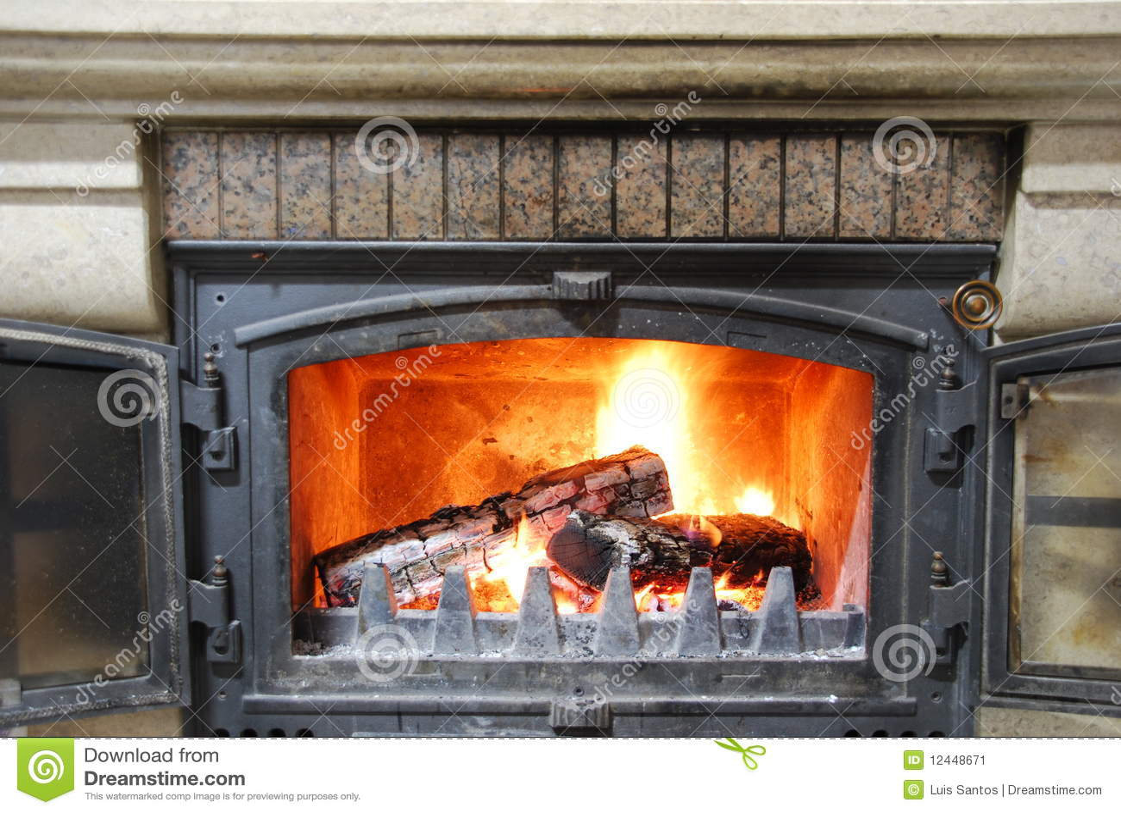Chimenea casera acogedora imagen de archivo imagen 12448671 - Como hacer una chimenea casera ...
