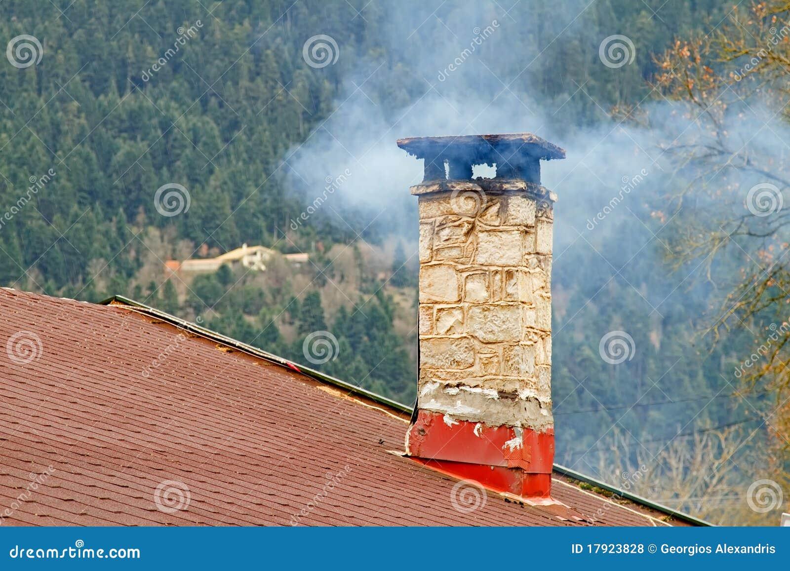 Chimenea y humo foto de archivo imagen de smoking griego - La casa de la chimenea ...