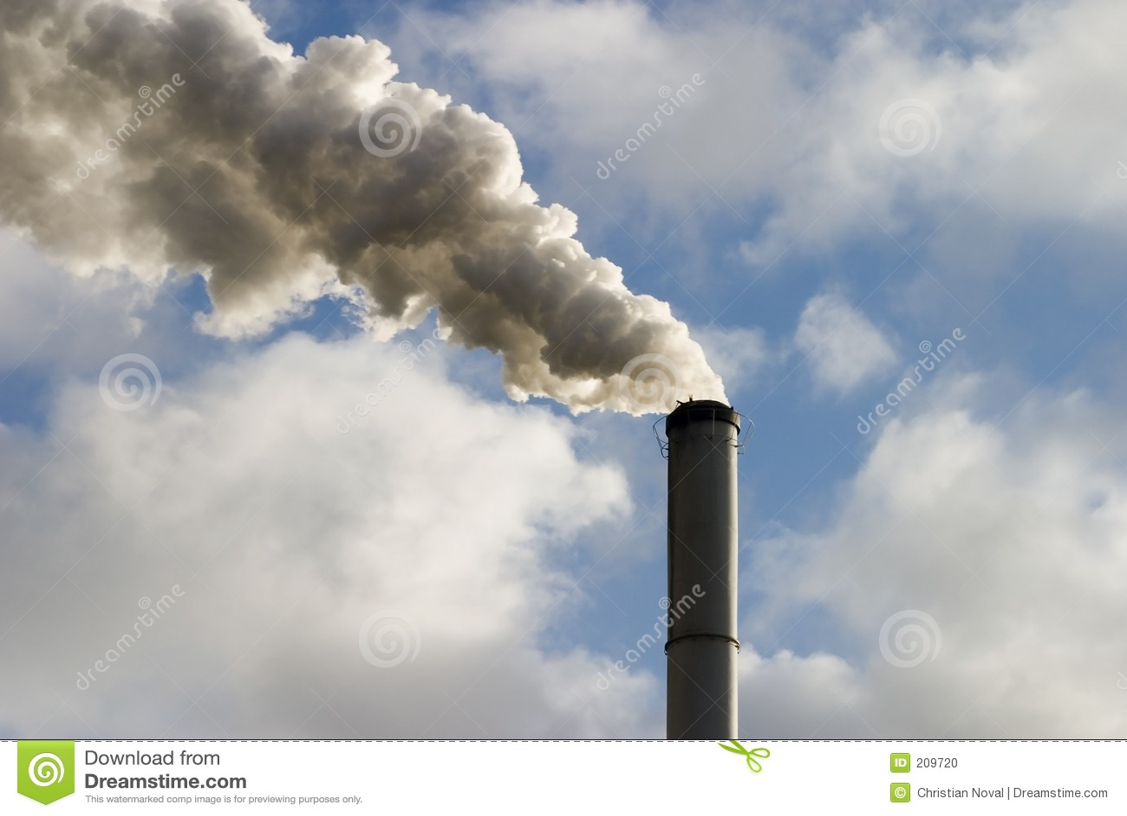 Chimenea y humo foto de archivo imagen de nube horno - Fabricantes de chimeneas ...