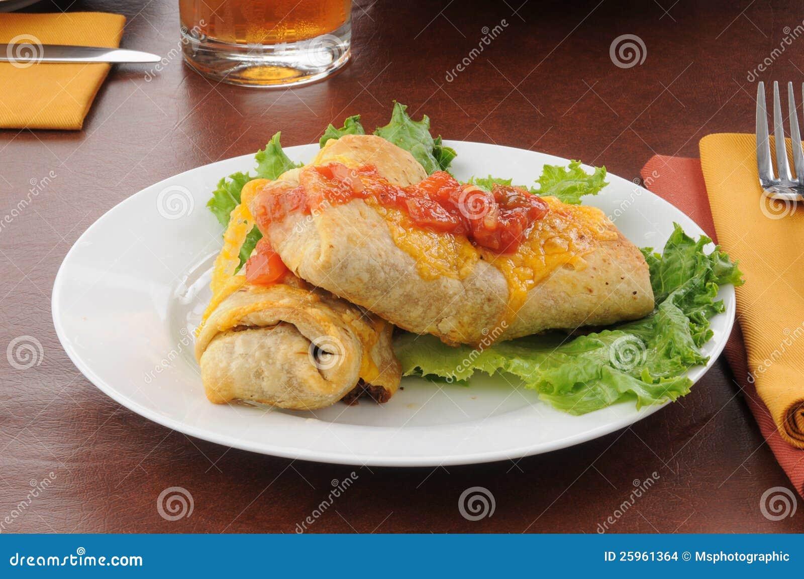 Chimichangas που ολοκληρώνεται με το τυρί τυριού Cheddar