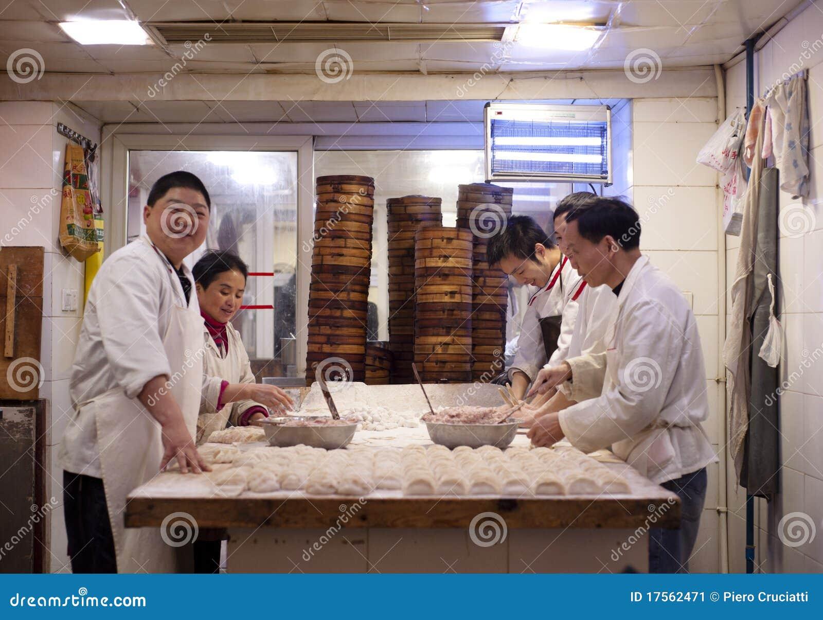 China: dumplings cooks