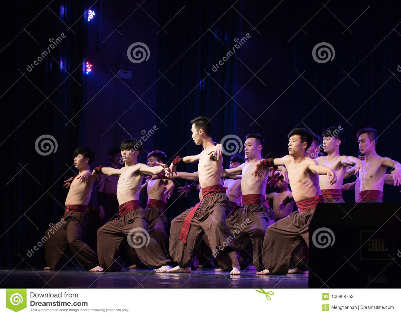 A Man Should Stand Strong-Chinese Folk Dance Editorial Stock