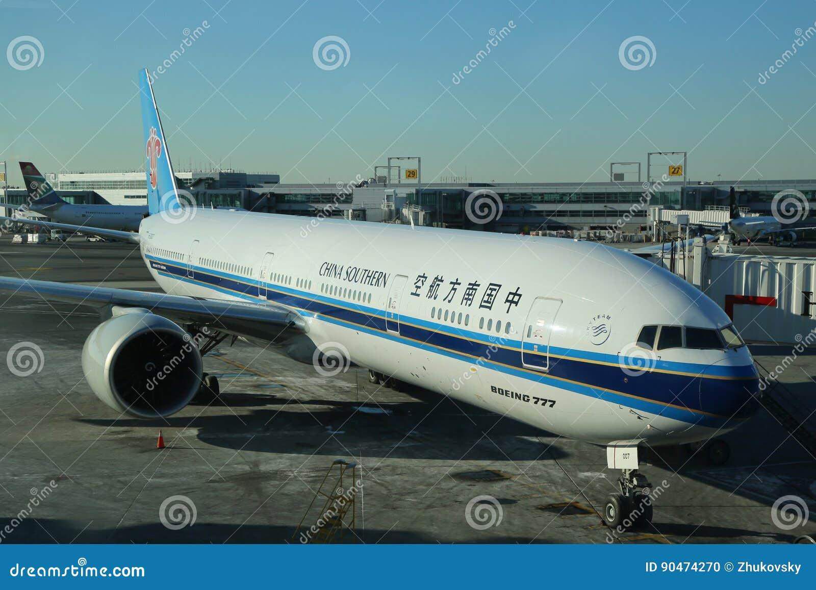 China Zuidelijk Boeing 777 op tarmac
